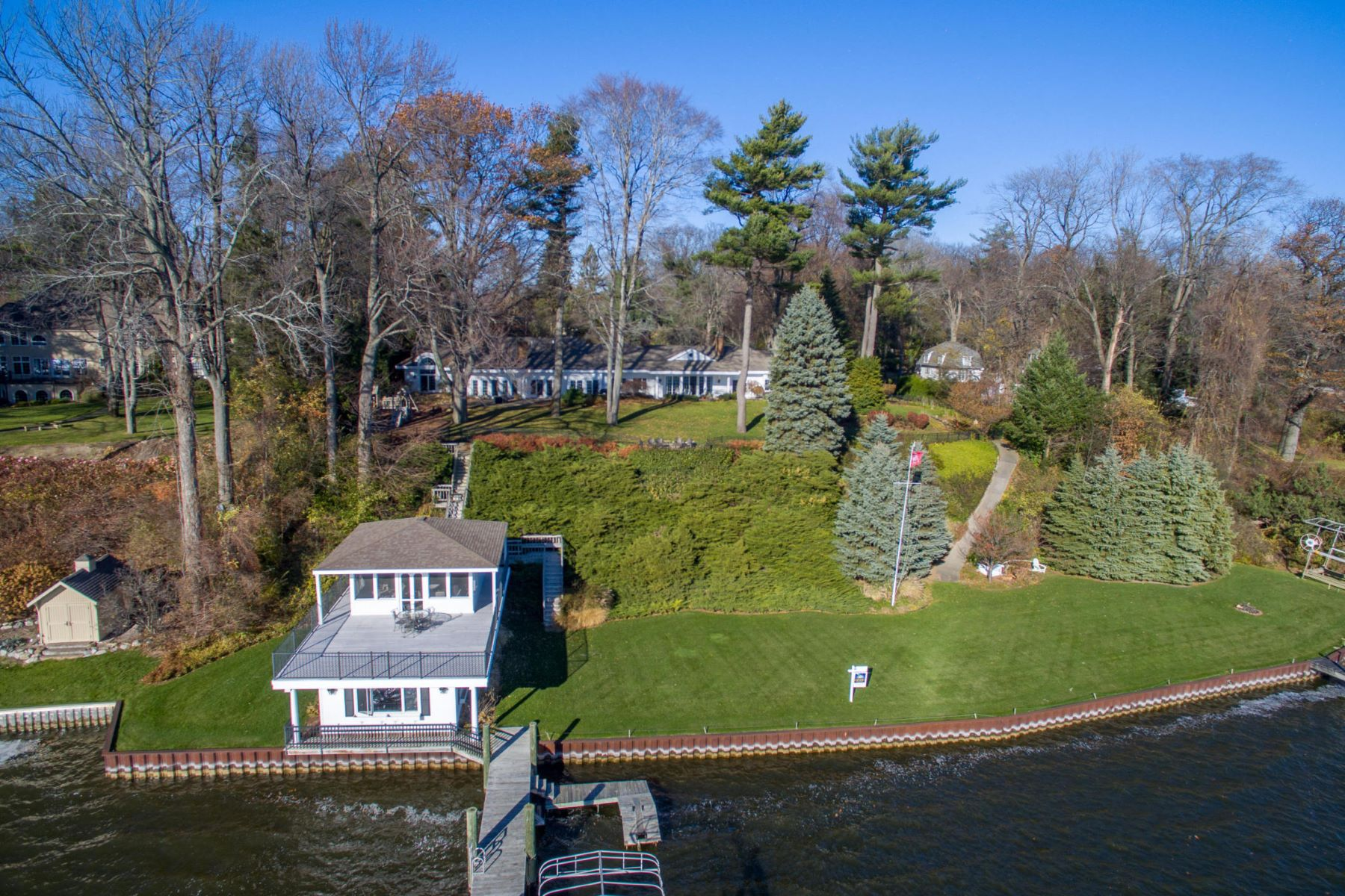 Additional photo for property listing at Exclusive Spring Lake Estate With Incomparable Lake Michigan Views 2925 Judson Road Spring Lake, Michigan 49456 United States