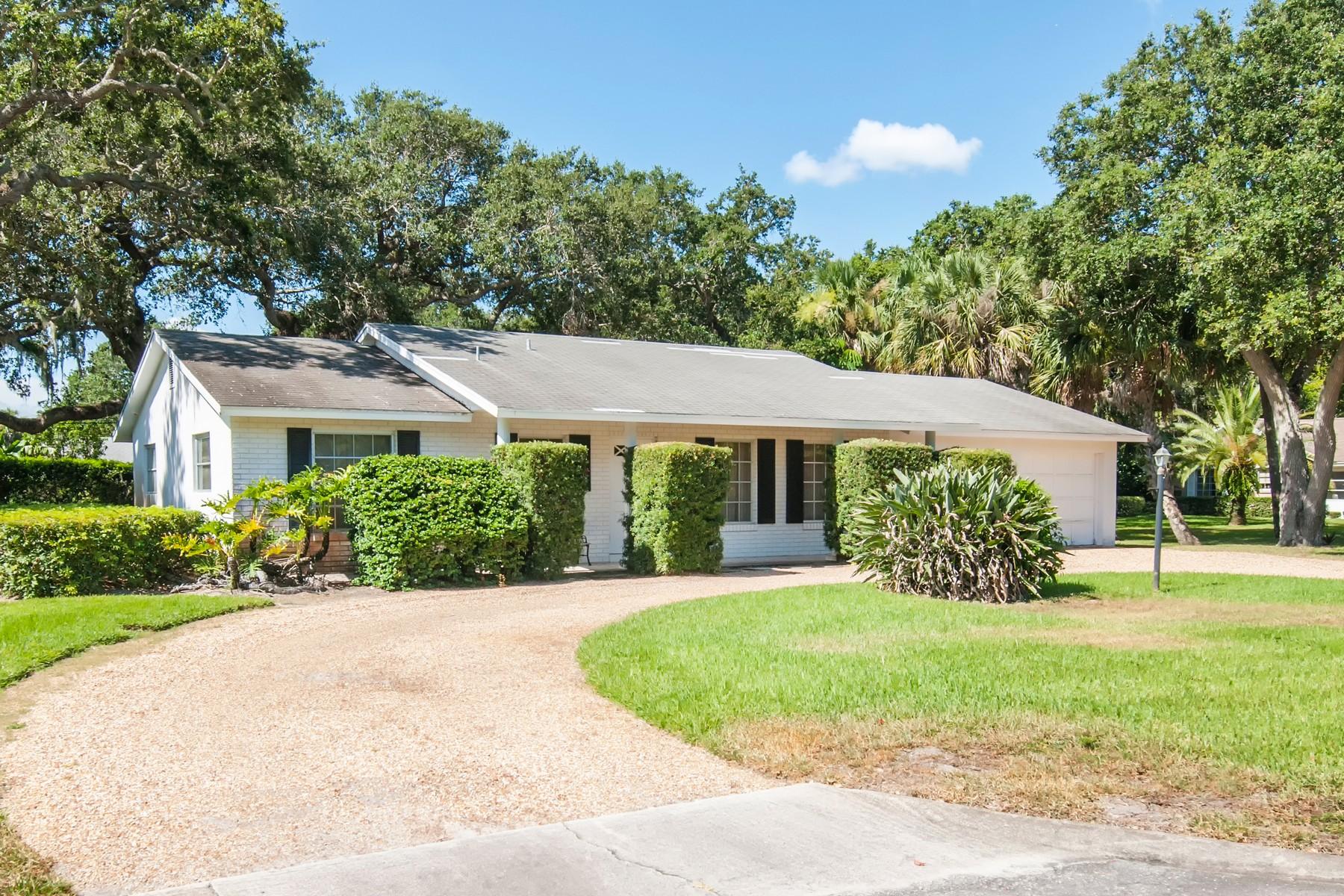 Nhà ở một gia đình vì Bán tại Central Beach Home 418 Greytwig Road Vero Beach, Florida, 32963 Hoa Kỳ