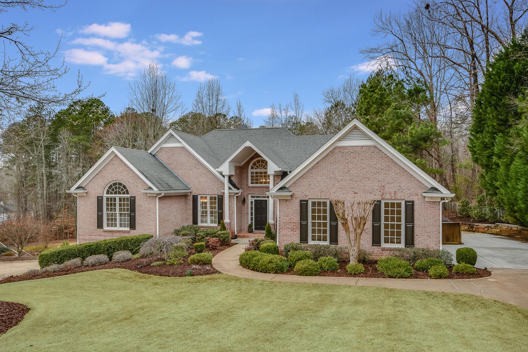Single Family Homes per Vendita alle ore Ranch Home In Lake Lanier Community 1735 Admirals Pointe, Cumming, Georgia 30041 Stati Uniti