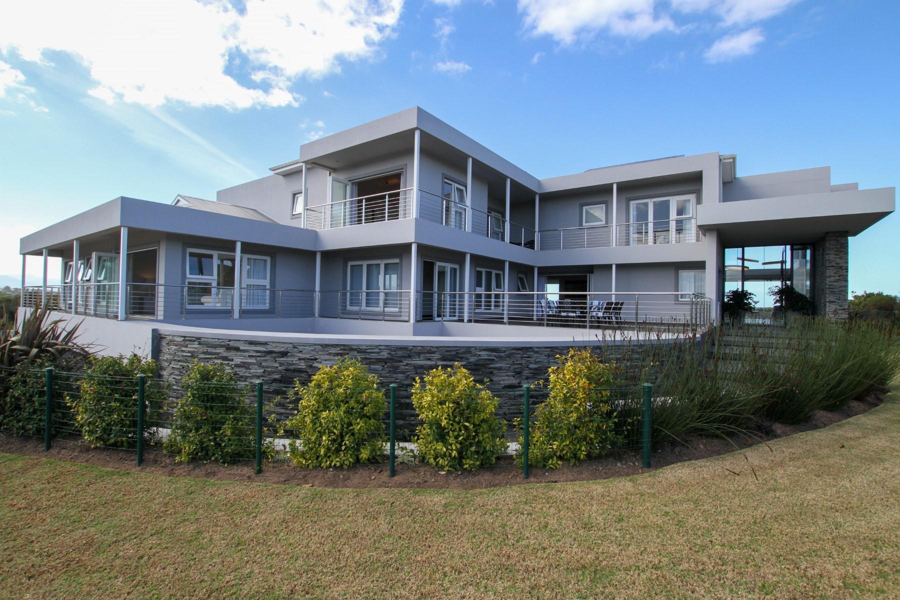 Single Family Homes por un Venta en Luxury Living at its Best! Plettenberg Bay, Provincia Occidental Del Cabo 6600 Sudáfrica