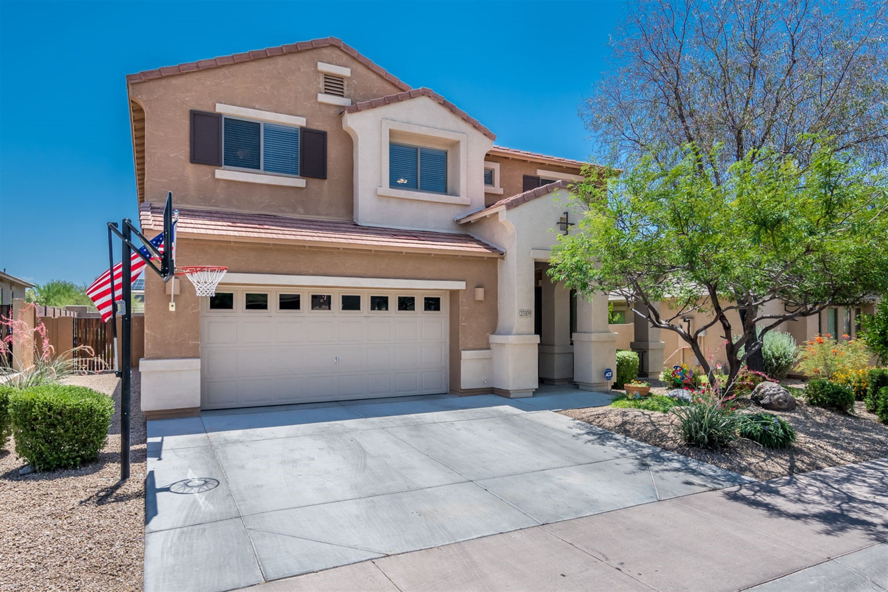 단독 가정 주택 용 매매 에 Amazing two story home in Desert Ridge 23109 N 41st St Phoenix, 아리조나, 85050 미국