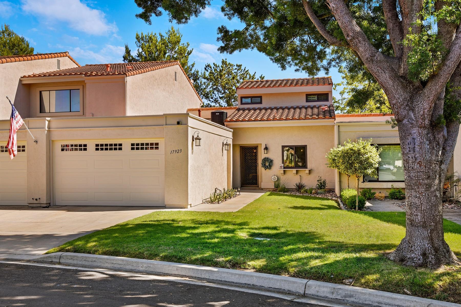 Single Family Homes for Sale at 17923 Valle de Lobo Drive Poway, California 92064 United States