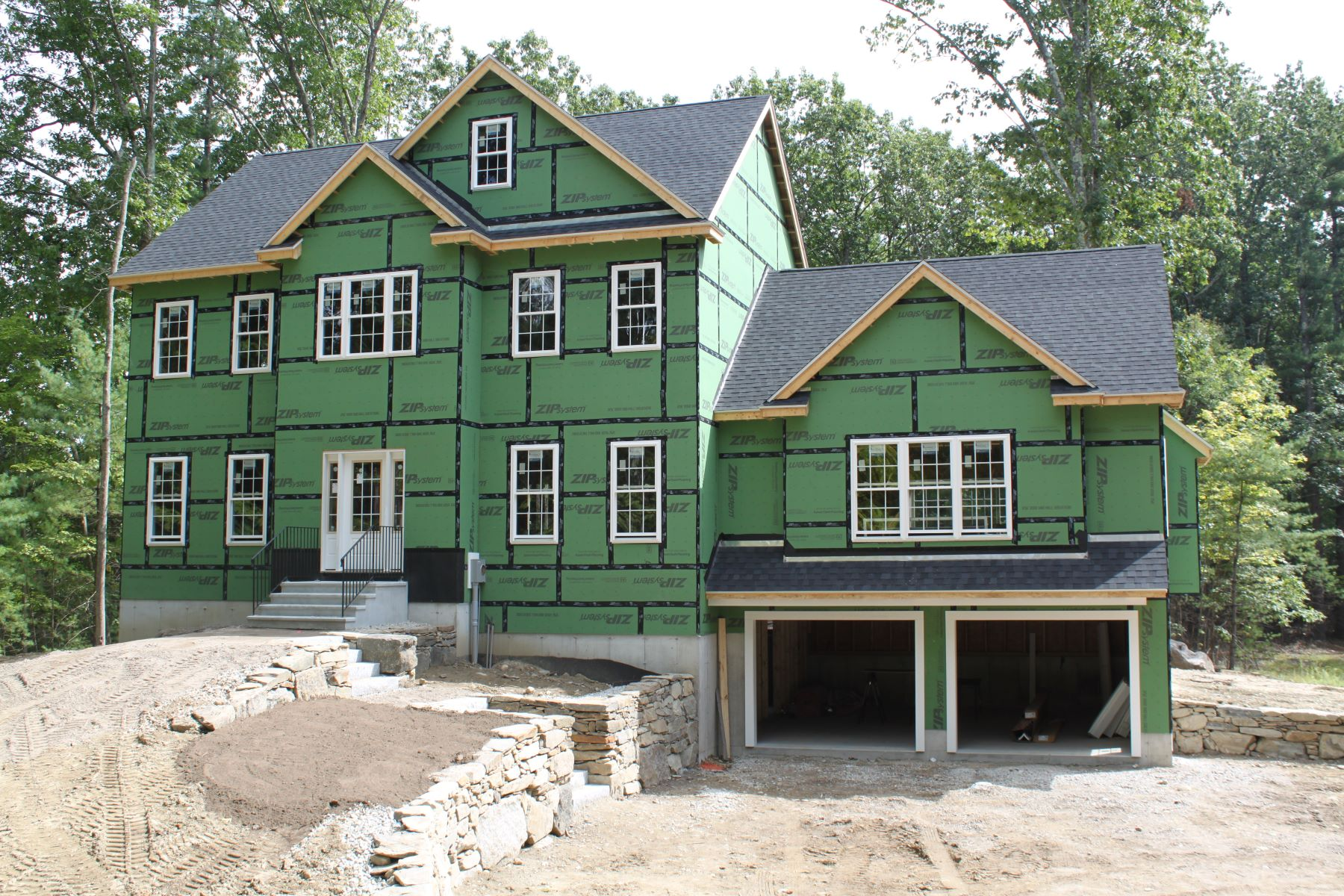 Single Family Homes pour l Vente à Beautiful New-Construction Colonial in Groton 63 North Street Groton, Massachusetts 01450 États-Unis