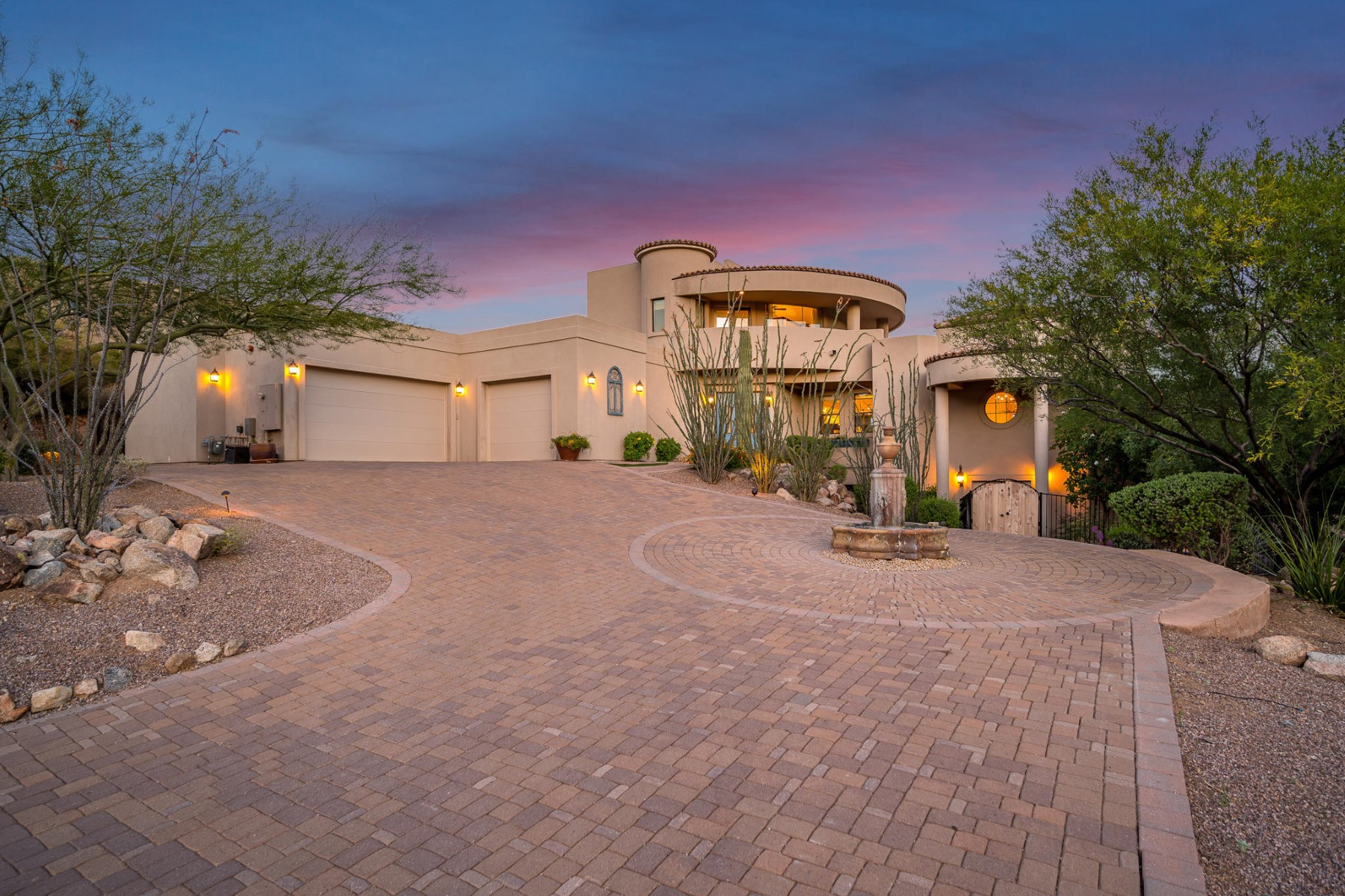 Single Family Homes 为 销售 在 Stoneridge Estates 15307 E Valverde Dr Fountain Hills, 亚利桑那州 85268 美国