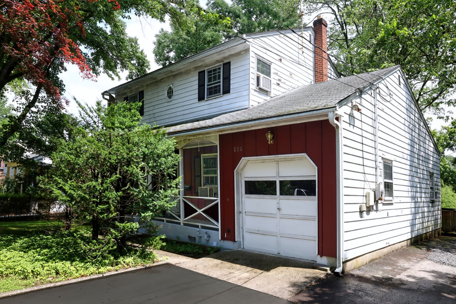 Single Family Homes 為 出售 在 Right in Princeton and Ready for Sprucing 223 Terhune Road, Princeton, 新澤西州 08540 美國
