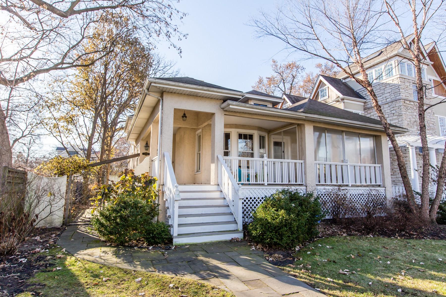 Villa per Vendita alle ore Stunning home in coveted block 2504 Thayer Street, Evanston, Illinois, 60201 Stati Uniti