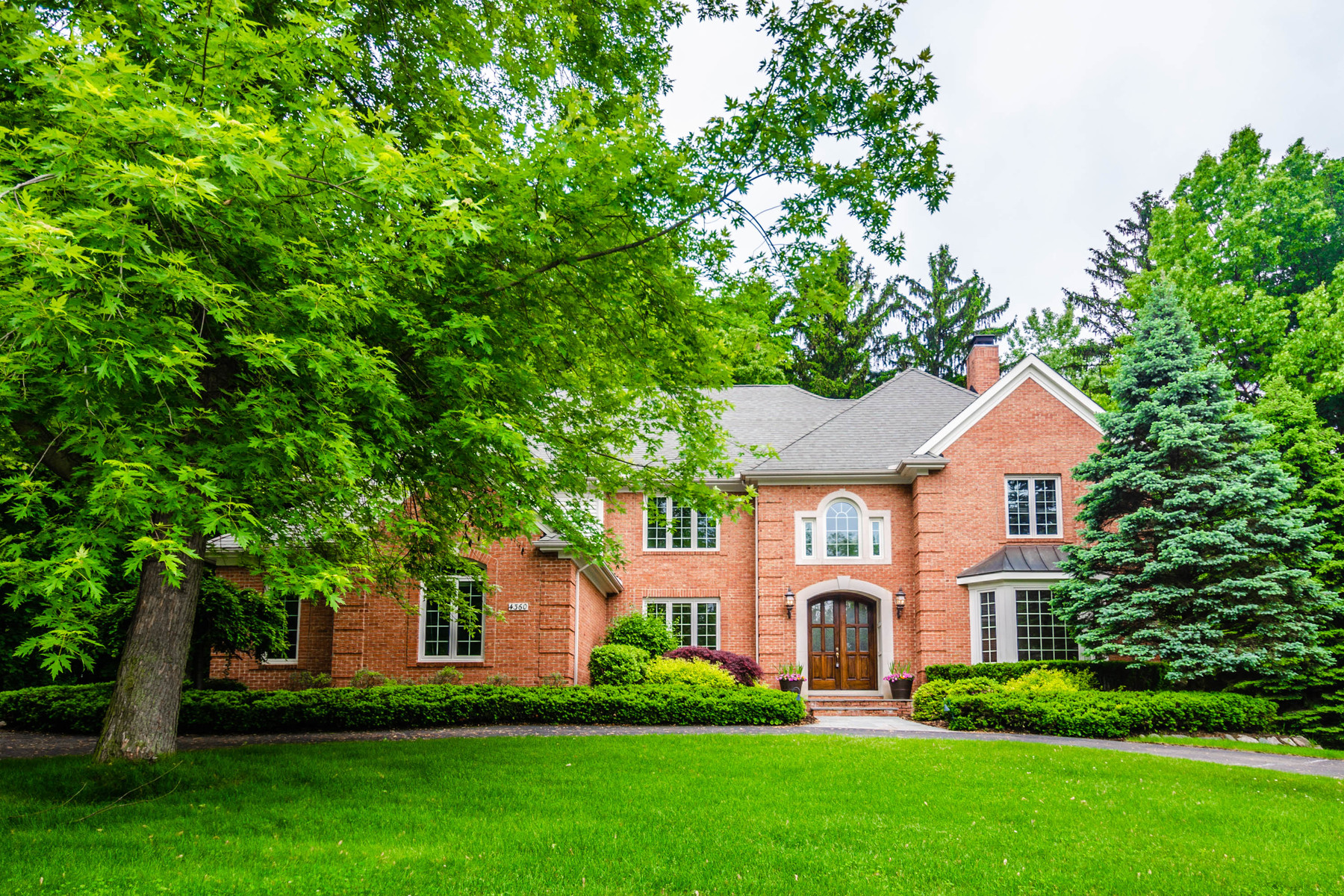 Single Family Homes for Sale at Bloomfield 4360 Spruce Hill Lane Bloomfield, Michigan 48301 United States