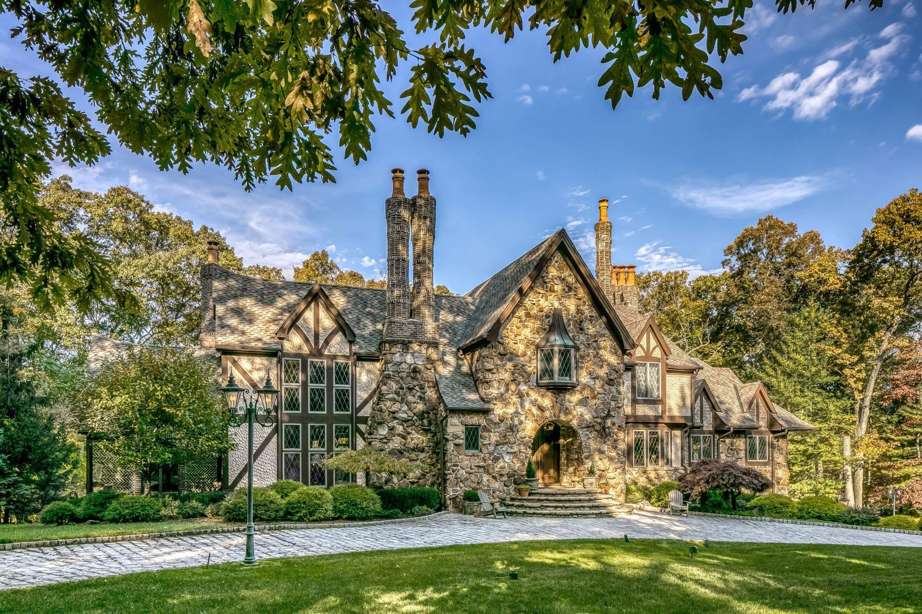 single family homes per Vendita alle ore Stunning Tudor Style Residence 120 Scott Drive, Watchung, New Jersey 07069 Stati Uniti