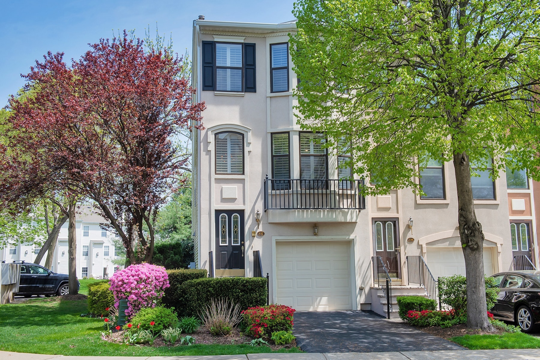 townhouses for Sale at Fabulous Tri-Level Townhome 337 Wilshire Drive Nutley, New Jersey 07110 United States
