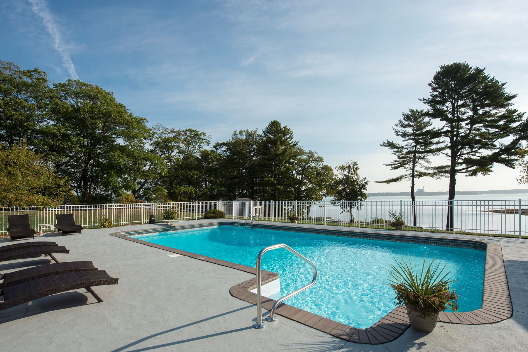Single Family Homes のために 賃貸 アット 20 Longmeadow Road Cumberland Foreside, ME Cumberland Foreside, メーン 04110 アメリカ