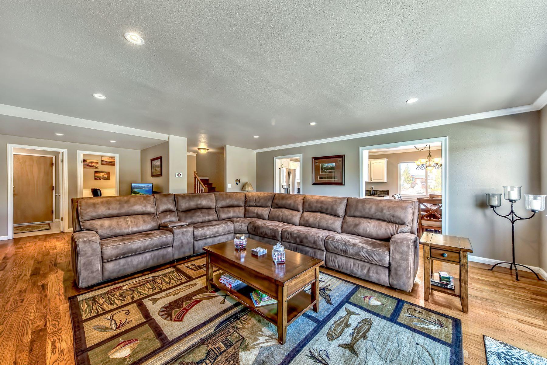 Additional photo for property listing at 2030 Garmish Ct,South Lake Tahoe, CA 96150 2030 Garmish Court South Lake Tahoe, California 96150 United States