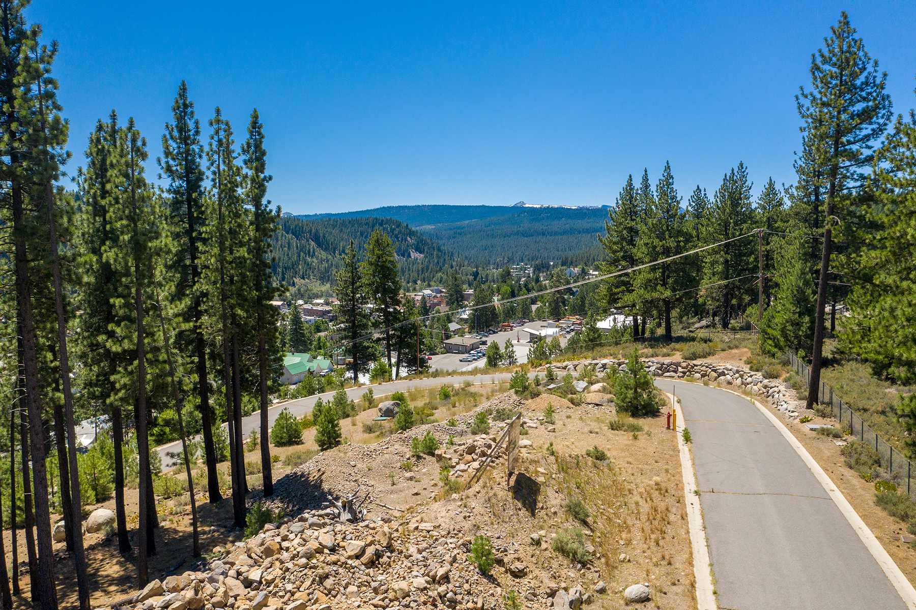 Terreno por un Venta en Wonderful Business Opportunity 10153-10318 Stoneridge Dr. Truckee, California 96161 Estados Unidos