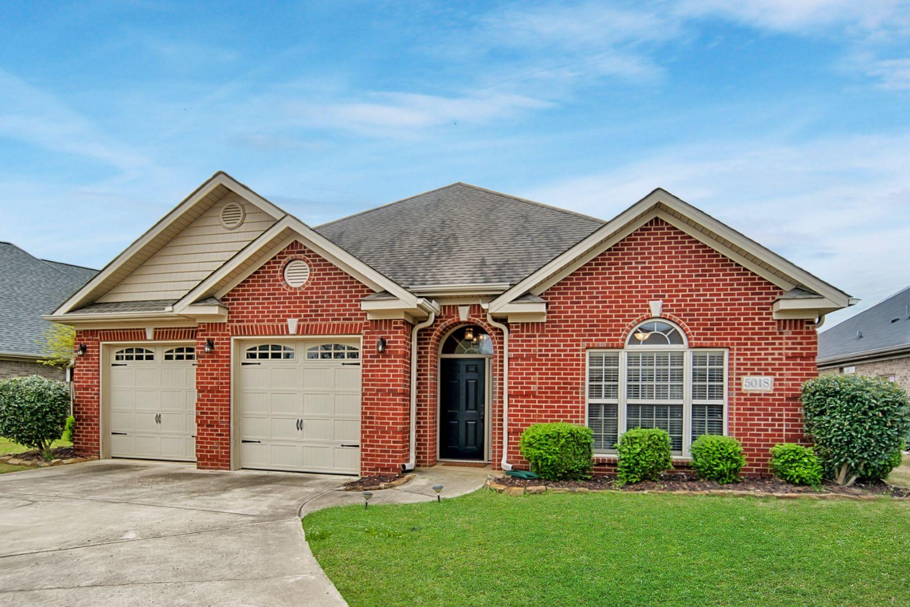Single Family Homes por un Venta en 5018 Valley Cove Drive Owens Cross Roads, Alabama 35763 Estados Unidos
