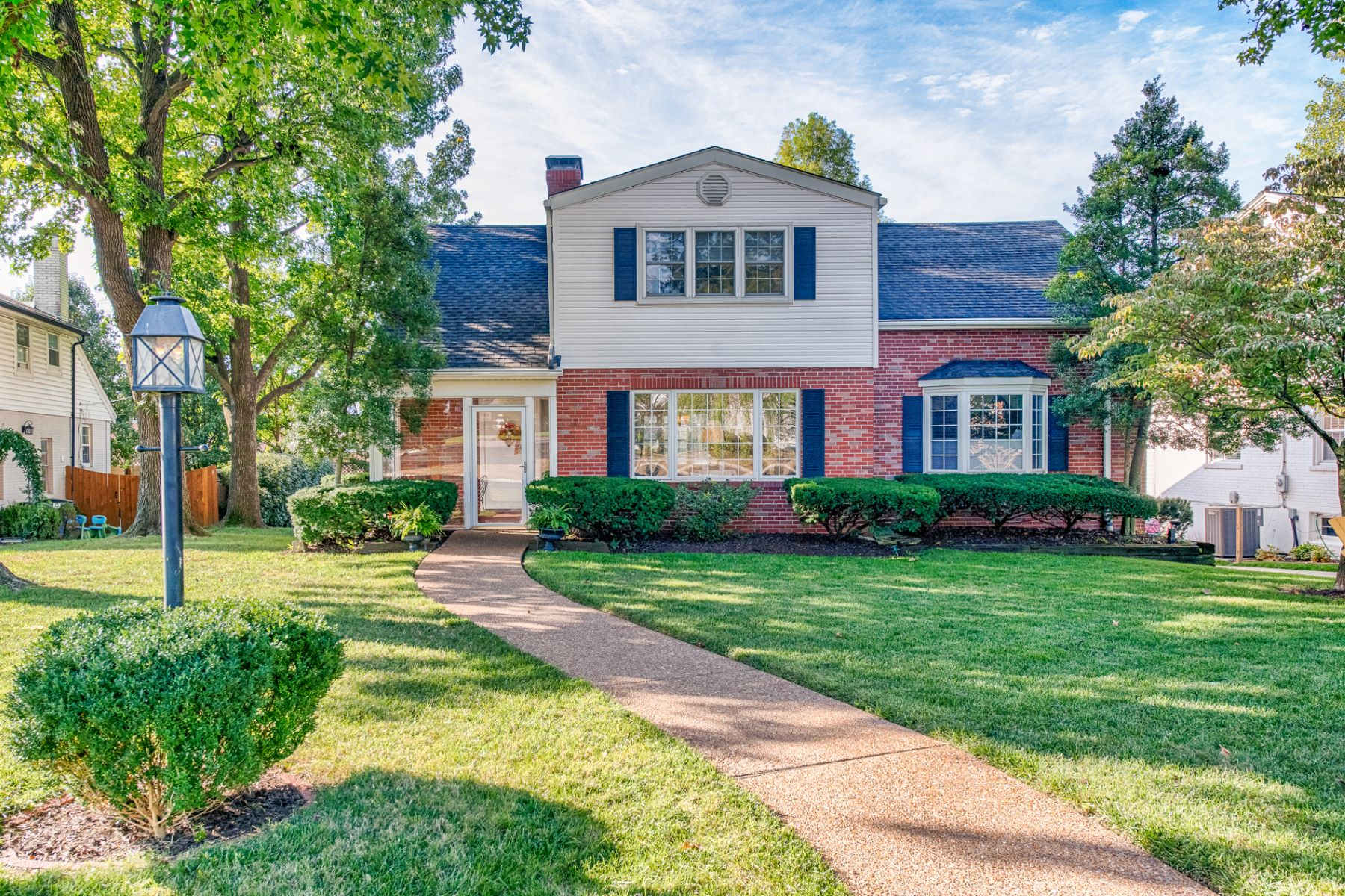 Single Family Home for Sale at Colonial Lane 8542 Colonial Lane Ladue, Missouri 63124 United States