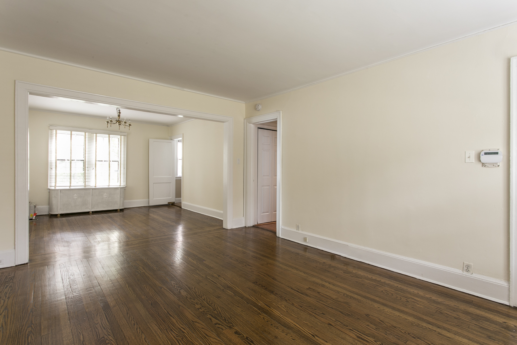 "Additional photo for property listing at ""CHARMING TWO BEDROOM IN FOREST HILLS GARDENS""  Forest Hills, New York 11375 United States"