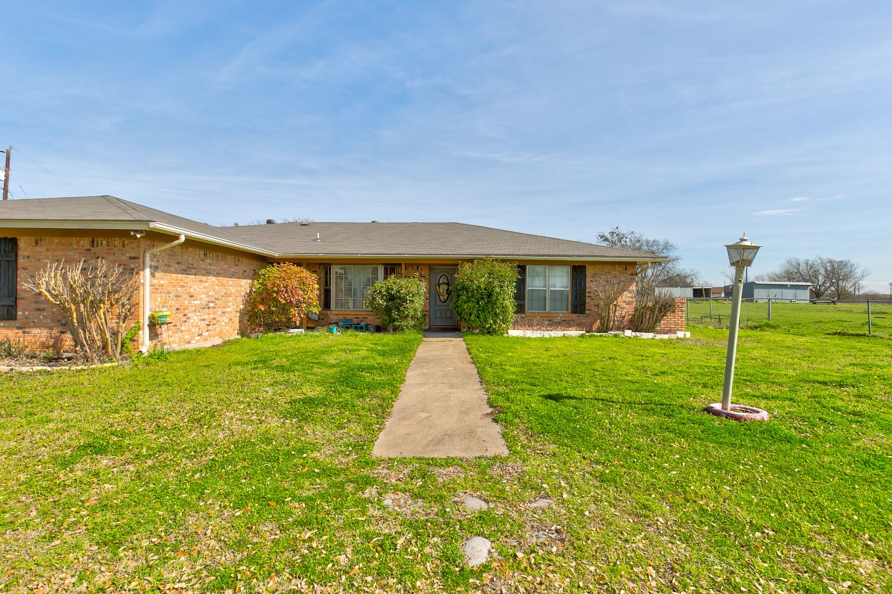 Single Family Homes for Sale at 605 Reynolds Road Godley, Texas 76044 United States