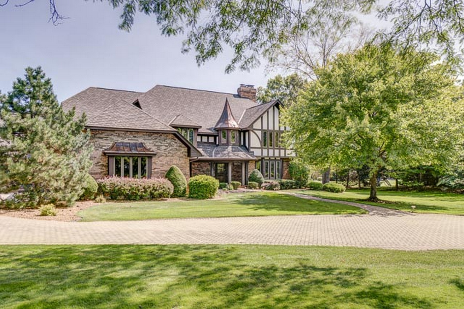 Maison unifamiliale pour l Vente à Tranquil Five Bedroom Home 11 Corey Drive, South Barrington, Illinois, 60010 États-Unis