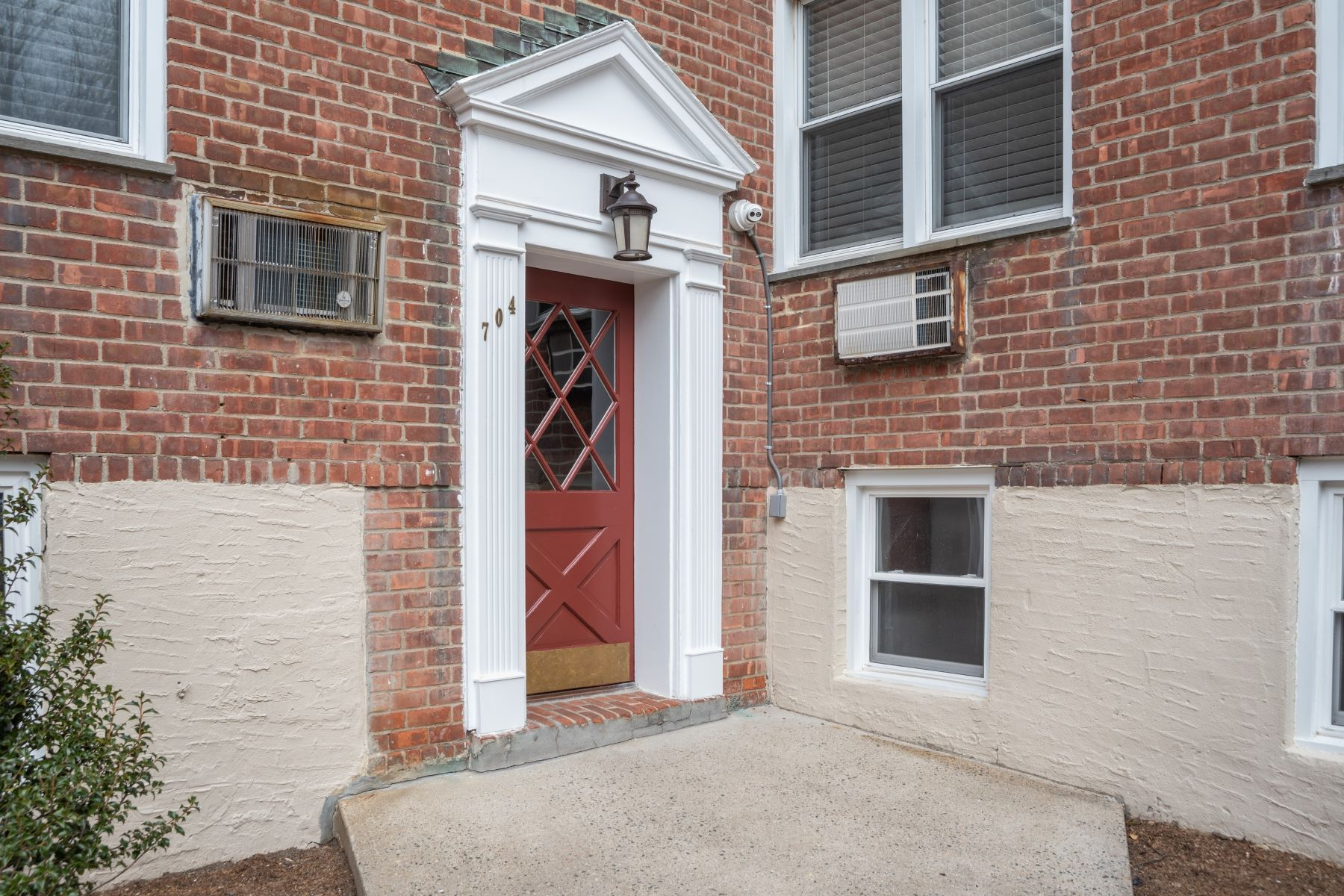 Co-op Properties for Active at 704 Palmer Court #1F Mamaroneck, New York 10543 United States