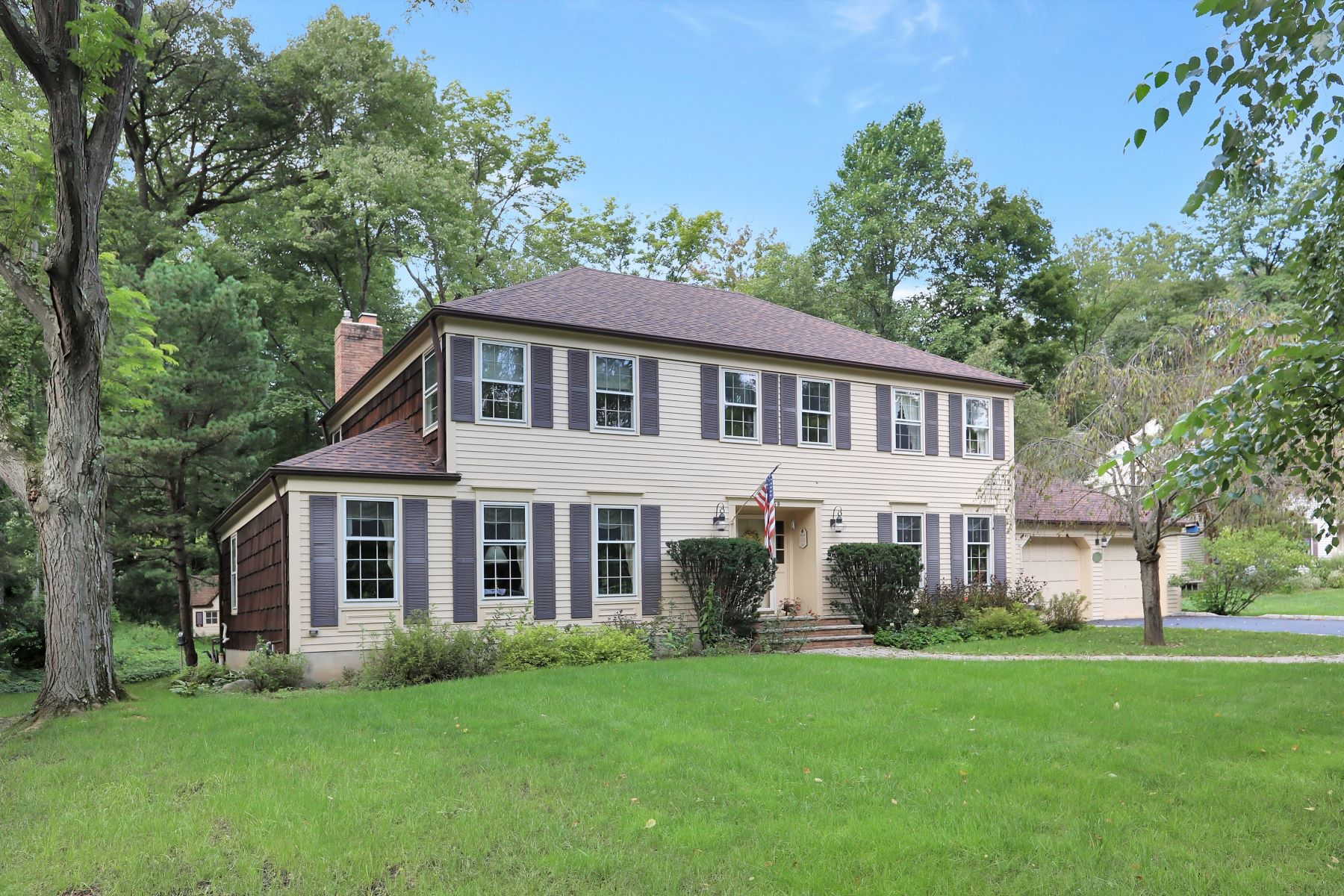 Single Family Homes for Active at Sophisticated Colonial 59 Woodland Avenue Mountain Lakes, New Jersey 07046 United States
