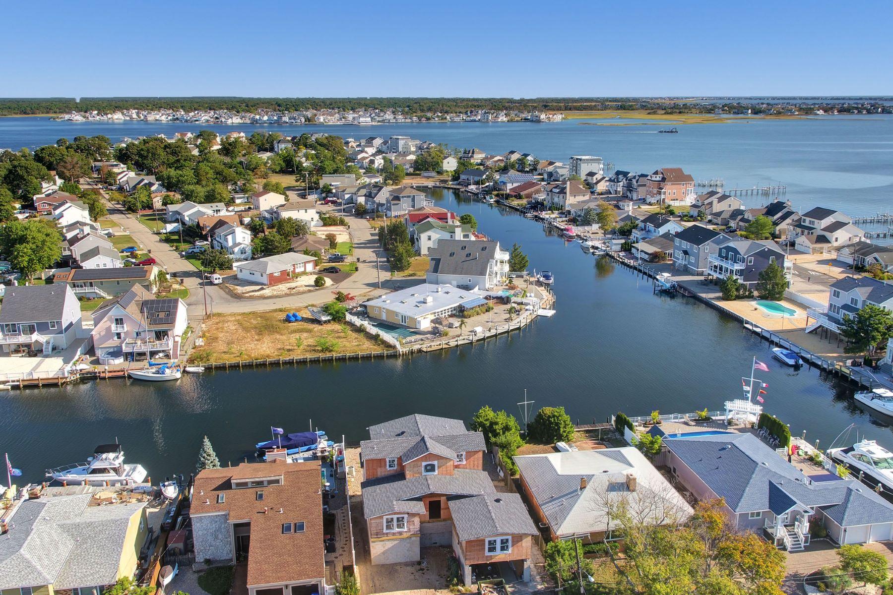 Single Family Homes voor Verkoop op Beauty on Blue Heron 6 Blue Heron Drive, Toms River, New Jersey 08753 Verenigde Staten