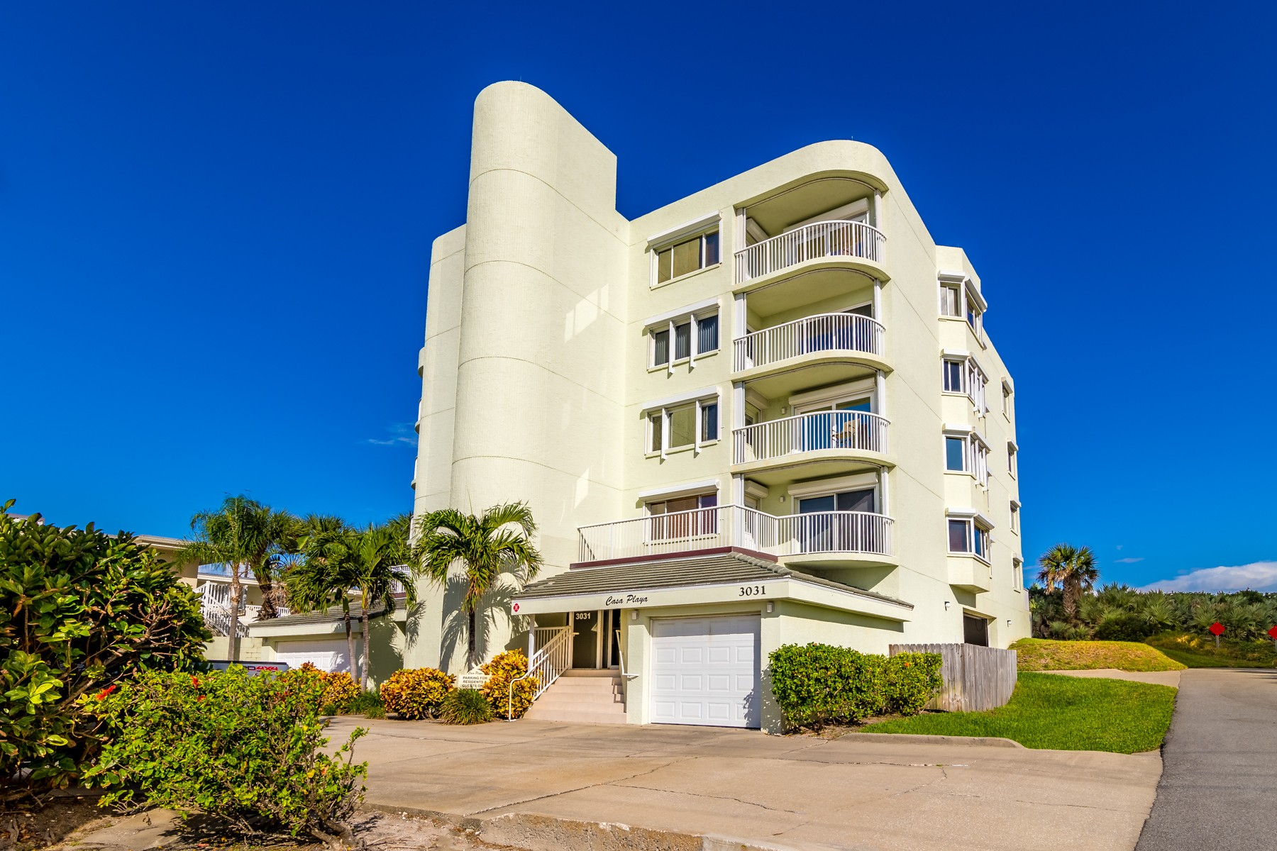 Additional photo for property listing at Casa Playa 3031 South Atlantic Avenue #103 Cocoa Beach, Florida 32931 United States
