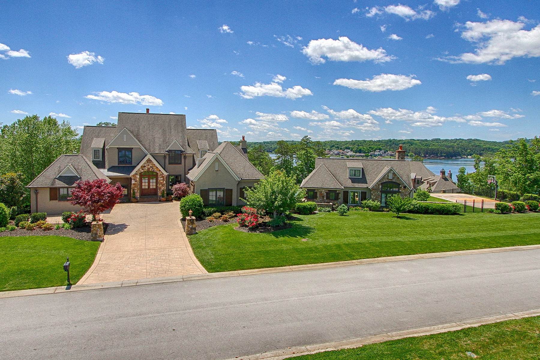 Single Family Homes por un Venta en Breathtaking Views from WindRiver 15855 Lighthouse Pointe Drive Lenoir City, Tennessee 37772 Estados Unidos