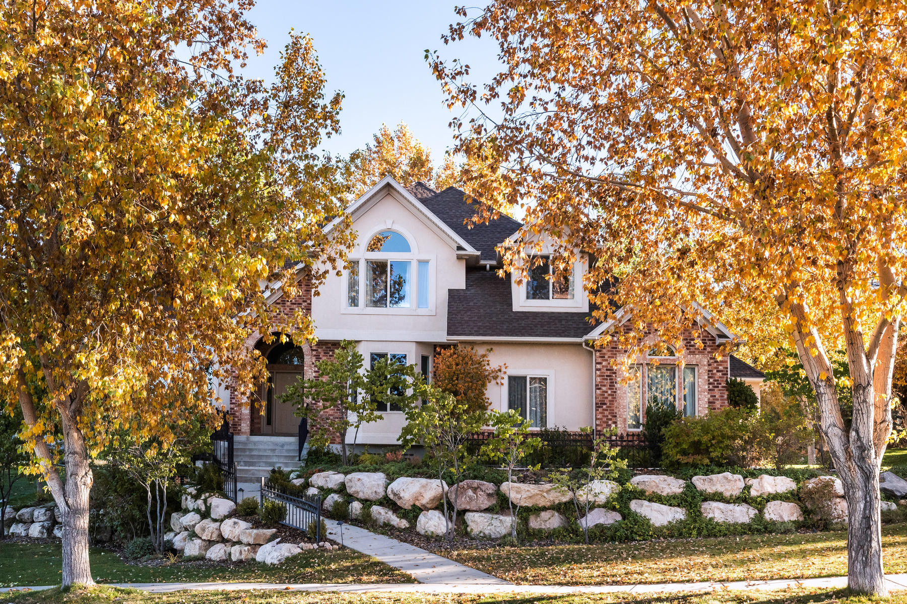 Single Family Homes vì Bán tại Gorgeous Setting, 15 mins to Downtown SLC 1170 Eaglewood Loop, North Salt Lake, Utah 84054 Hoa Kỳ