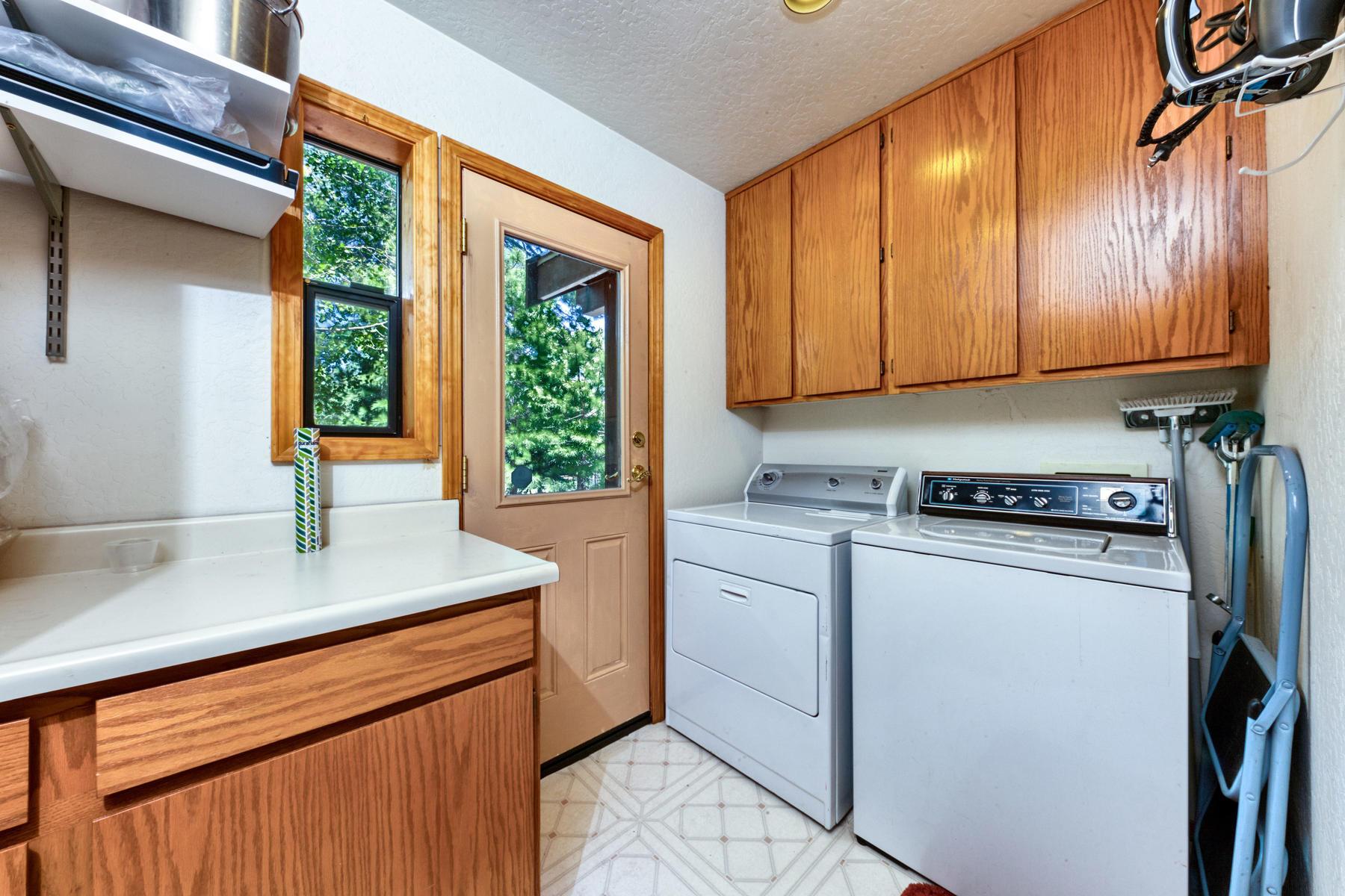 Additional photo for property listing at 11160 Thelin Drive, Truckee, CA 96161 11160 Thelin Drive Truckee, California 96161 Estados Unidos