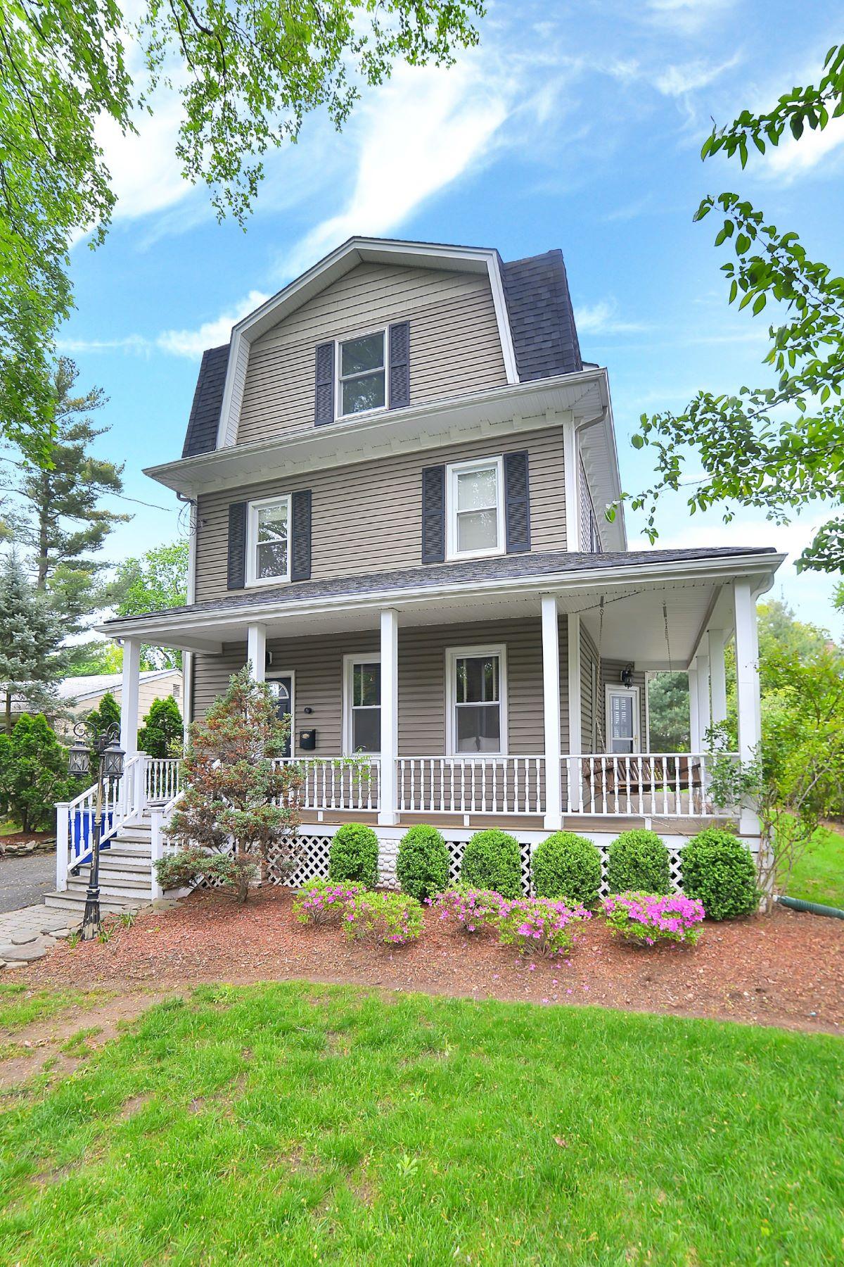 단독 가정 주택 용 매매 에 Beautifully Renovated Harrington Park Home! 29 Kline Street Harrington Park, 뉴저지, 07640 미국