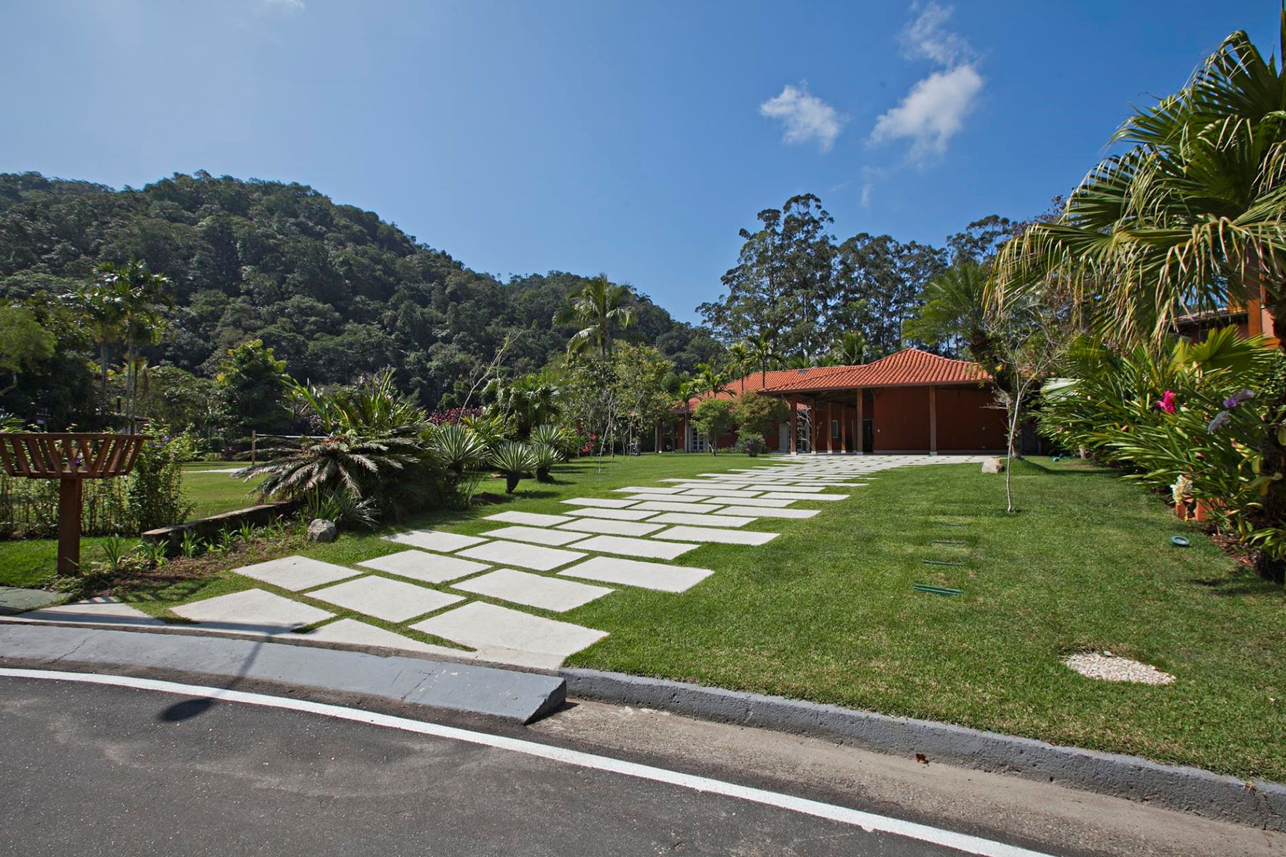 Single Family Home for Sale at Cozy House at a Great Site Paraty, Rio De Janeiro, Brazil