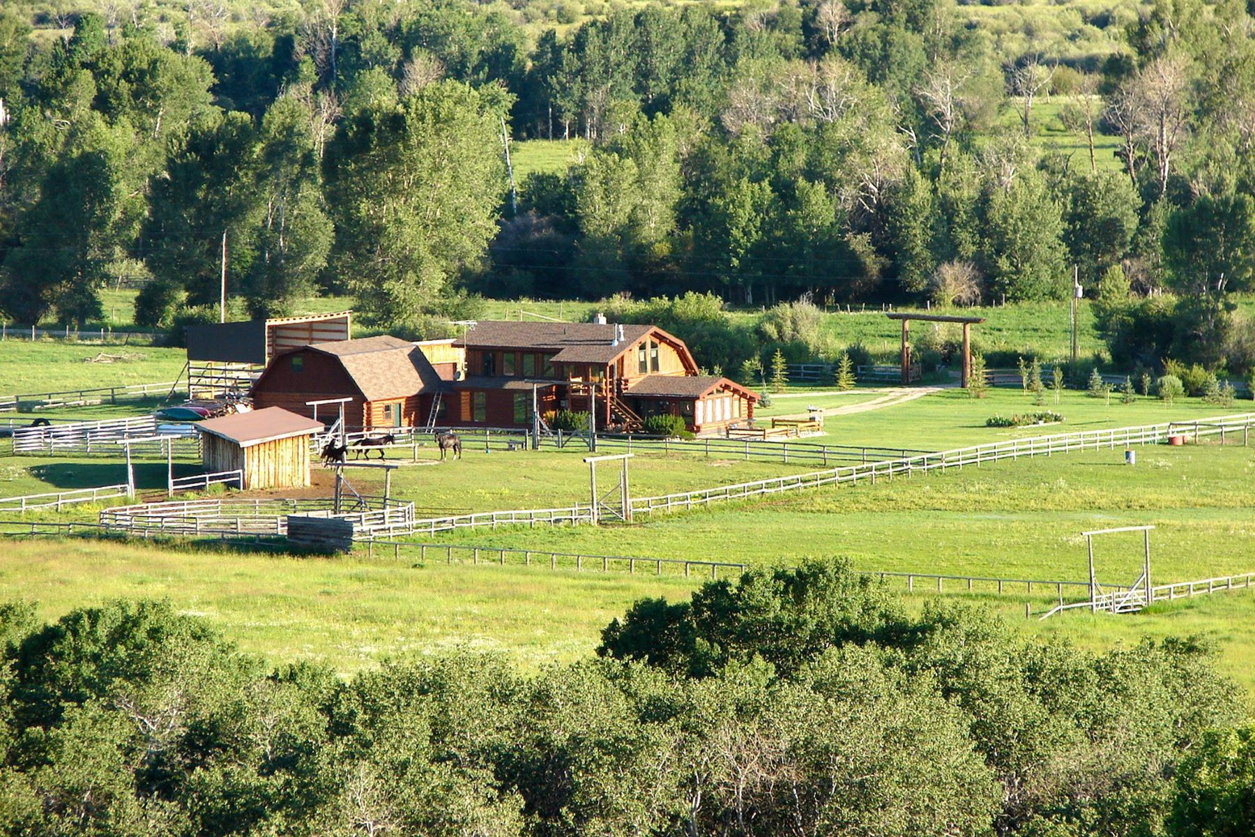 Enfamiljshus för Försäljning vid Unique Horse Property on 30 Acres 1169 West 6500 North Tetonia, Idaho 83452 Usa