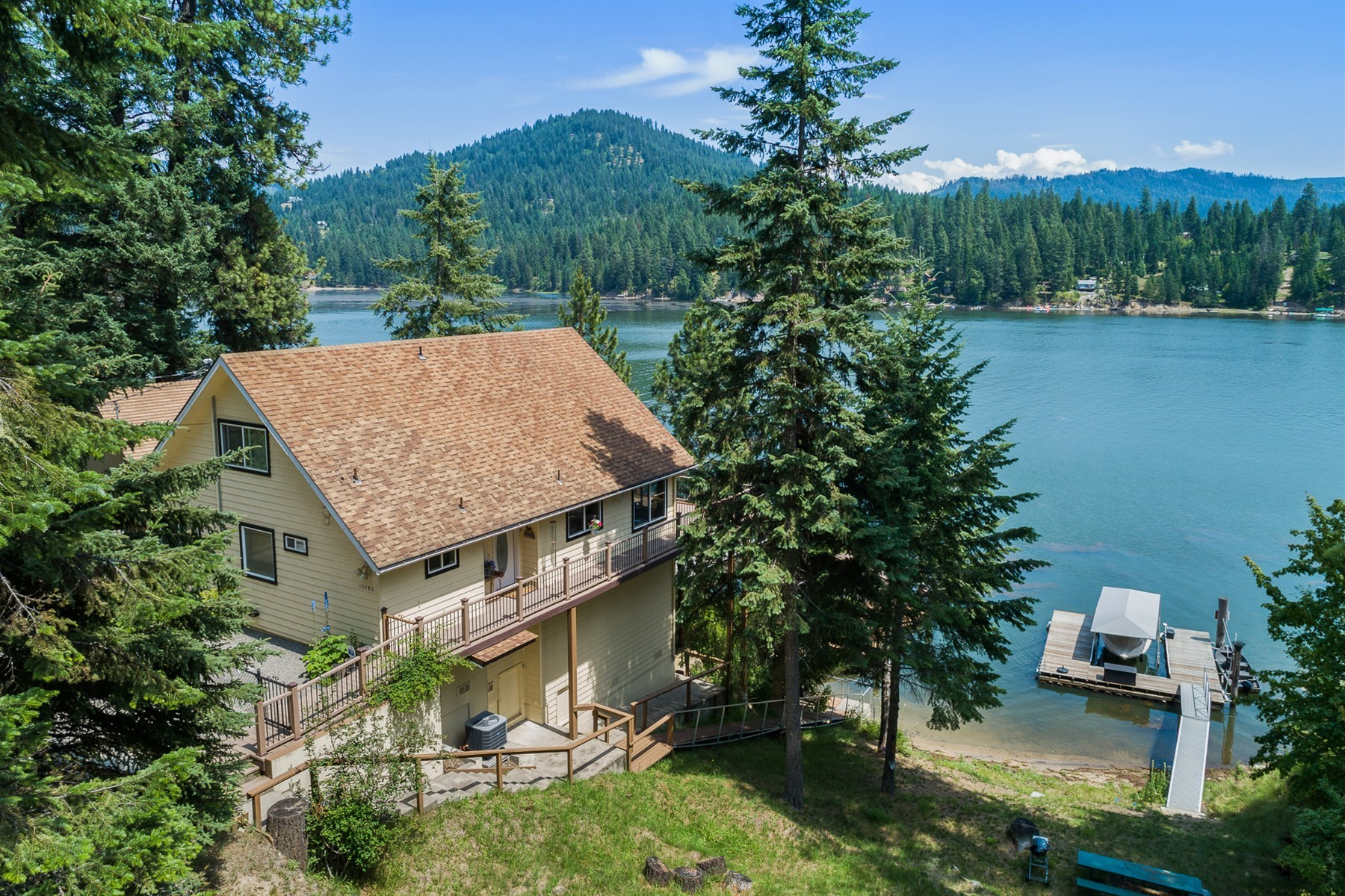 Single Family Homes for Sale at YEAR ROUND LIVING ON HAYDEN LAKE 15300 N Shenandoah Drive Hayden, Idaho 83835 United States