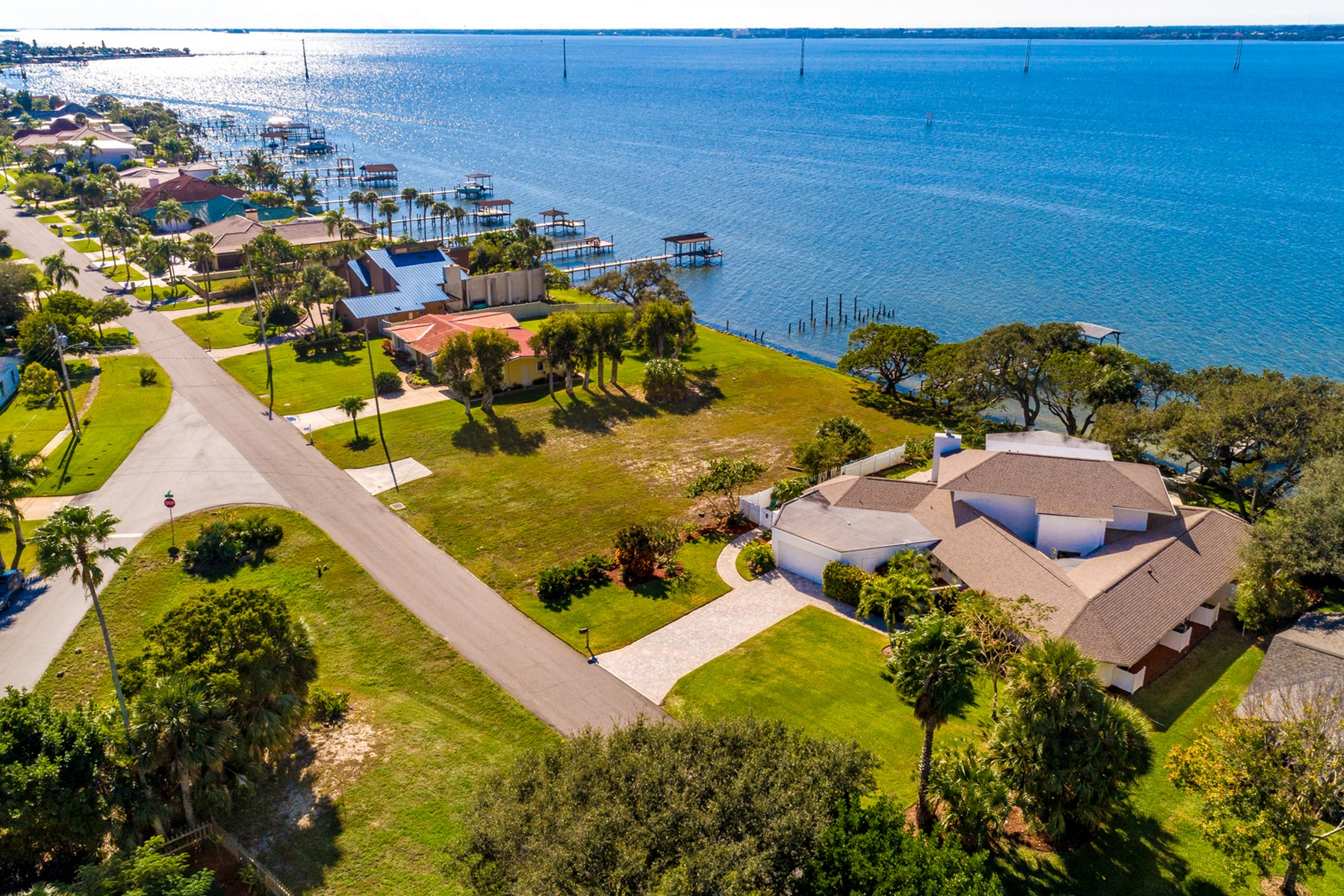 Additional photo for property listing at Large Custom Built Waterfront Pool Home 2160 S River Road Melbourne Beach, Florida 32951 United States