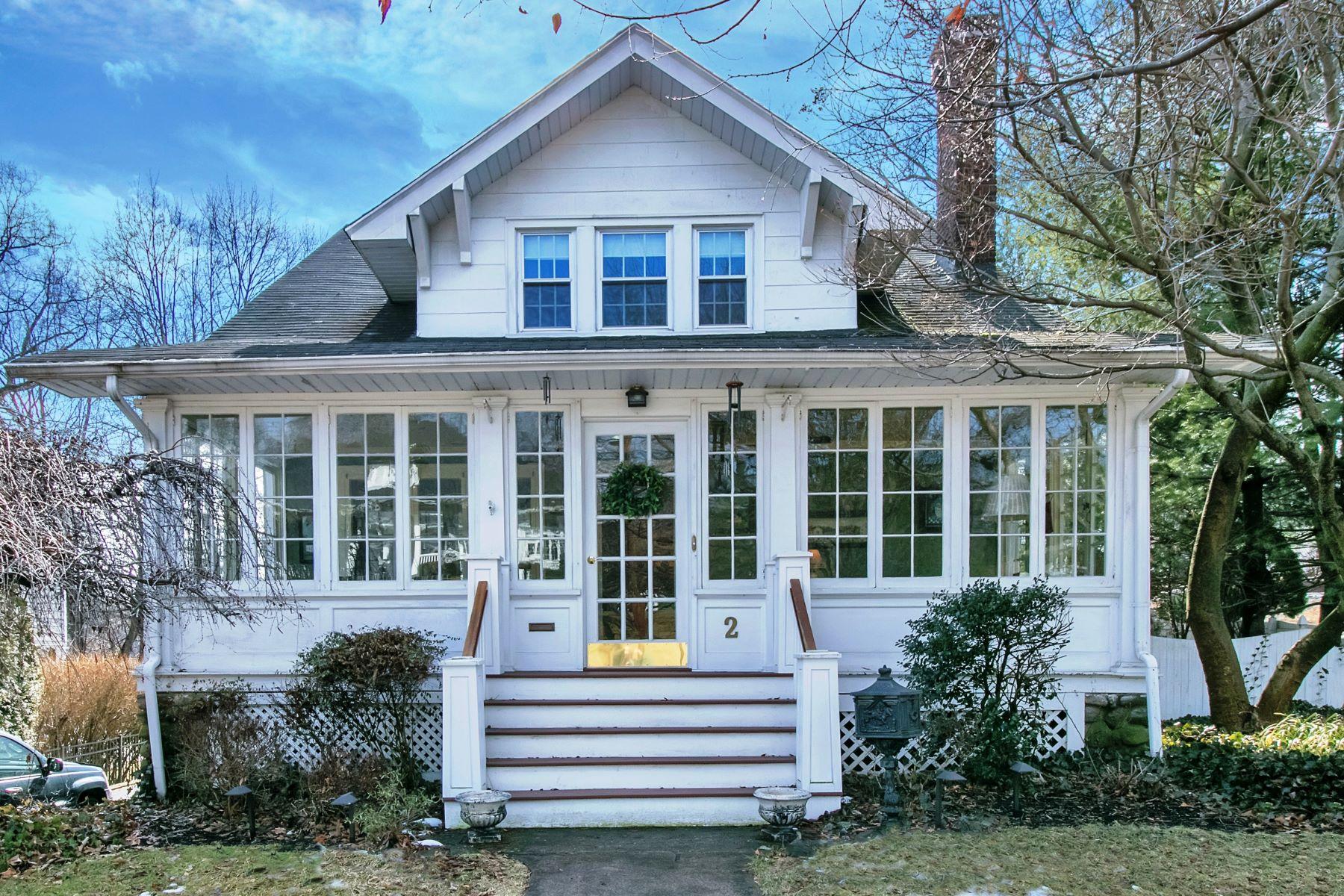 独户住宅 为 销售 在 Charming And Fully Updated Colonial. A Commuter's Dream. 2 Rock Road, 格伦洛克, 新泽西州, 07452 美国