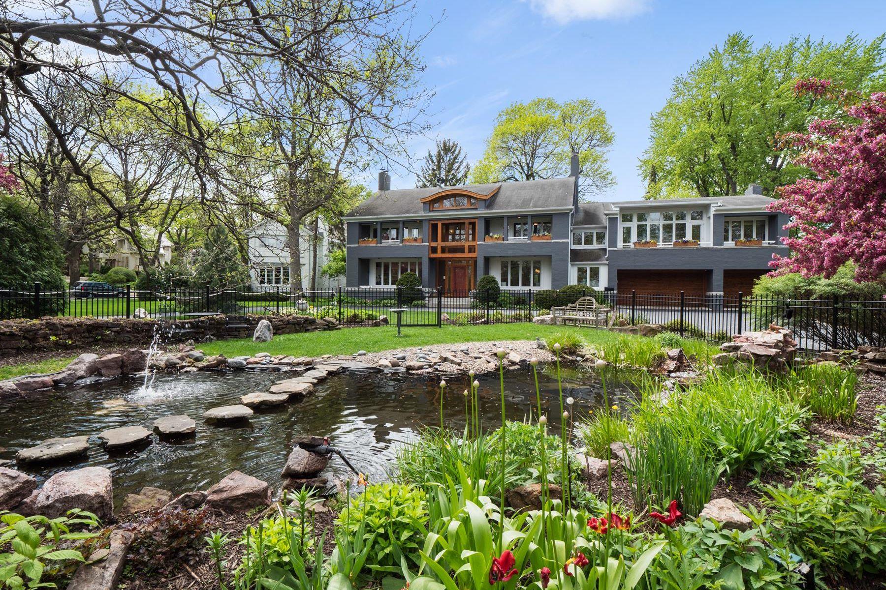 Single Family Homes por un Venta en 4728 W Lake Harriet Parkway Minneapolis, Minnesota 55410 Estados Unidos
