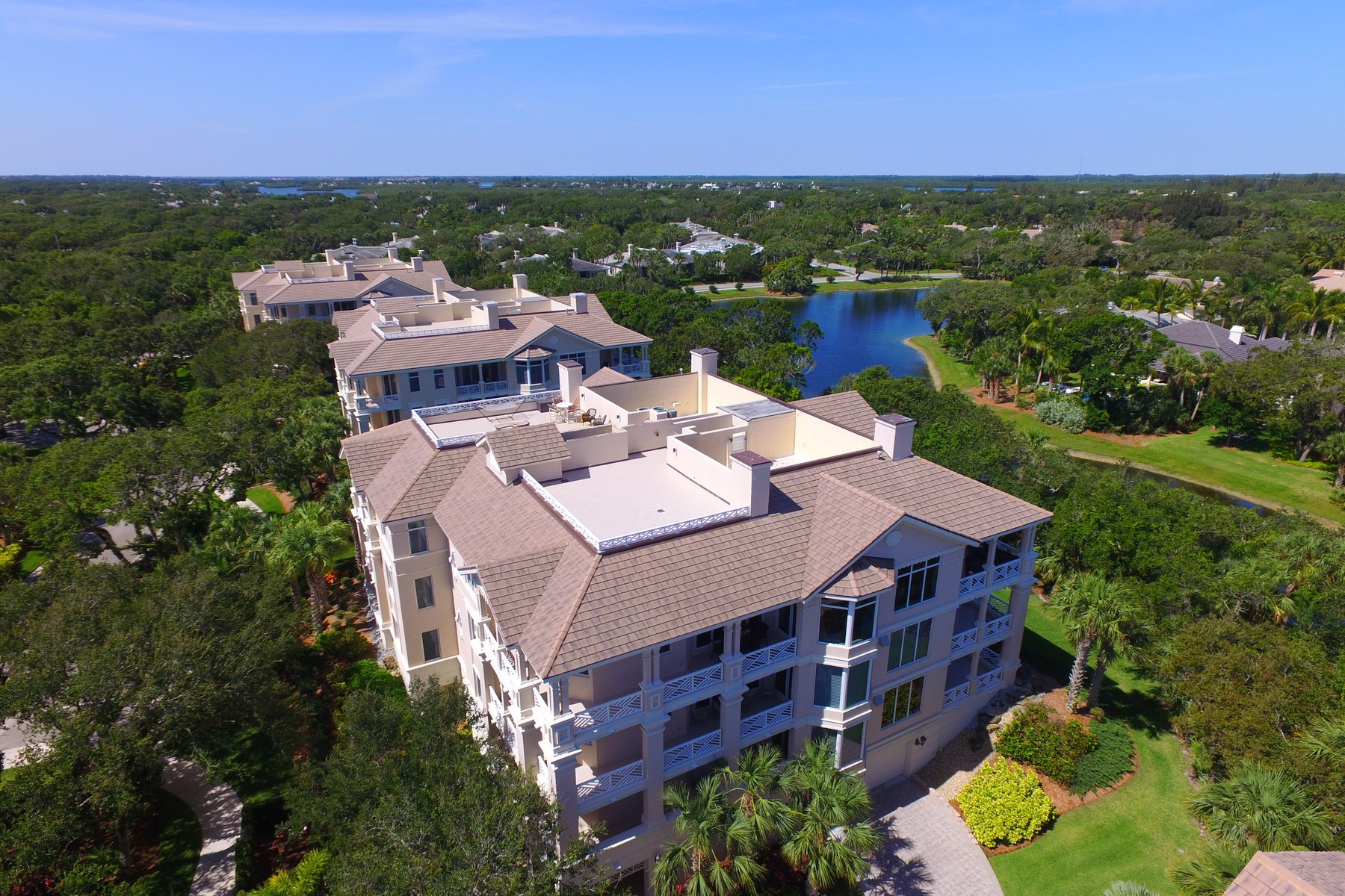 Condominio por un Venta en Beautifully Appointed Luxury Condo 701 N Swim Club DR, #4B, Vero Beach, Florida, 32963 Estados Unidos