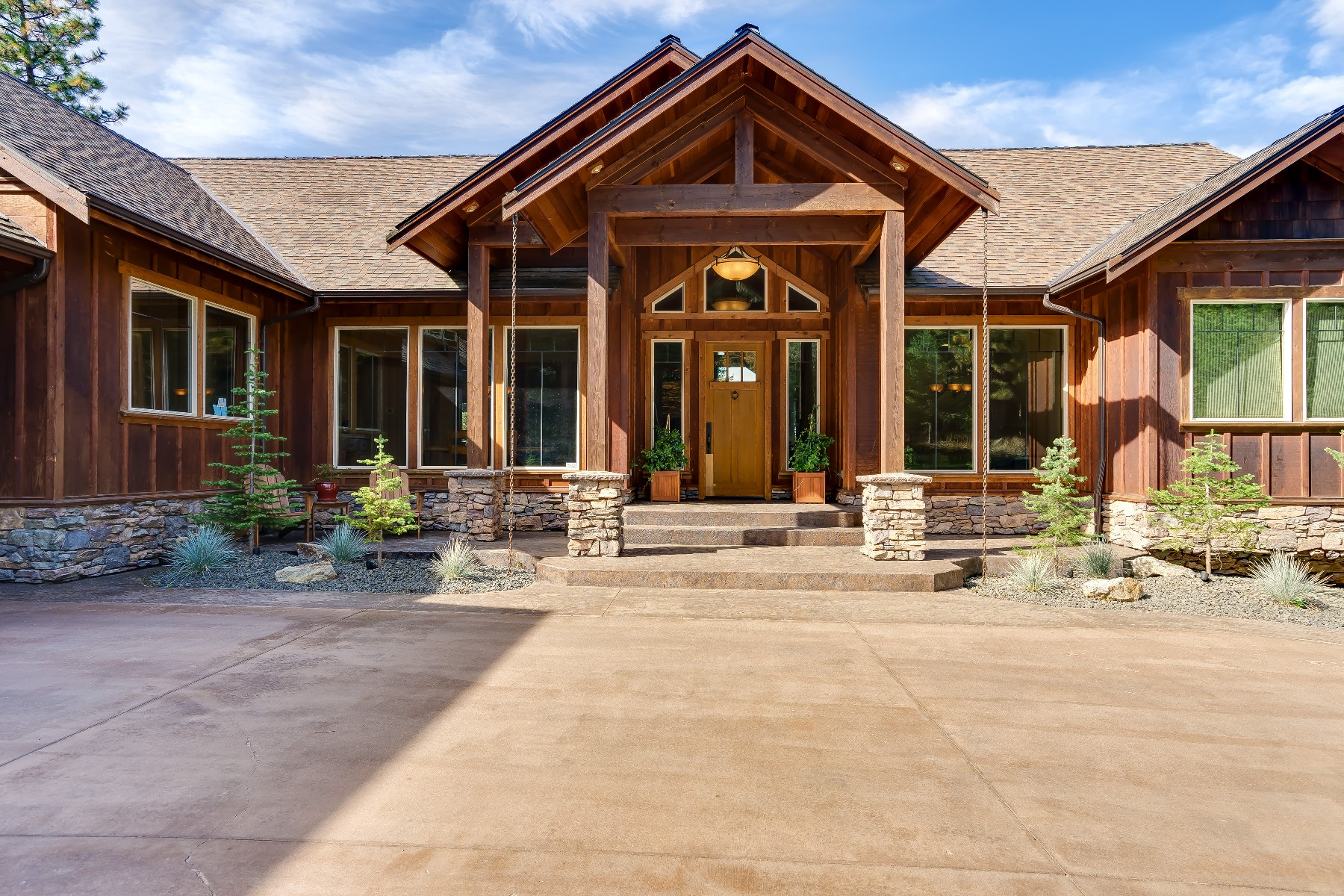 Single Family Homes for Active at Sundown Ridge Lodge Beauty on 10 acres 701 S Starlight Dr Coeur D Alene, Idaho 83814 United States