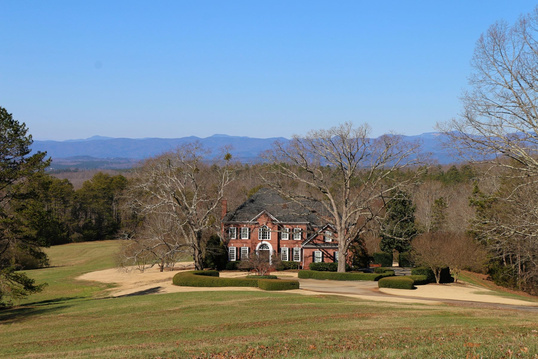 Maison unifamiliale pour l Vente à Distinctive Country Estate Encircled by Blue Ridge Mountains 2962 Walhalla Highway Six Mile, Caroline Du Sud, 29682 États-Unis