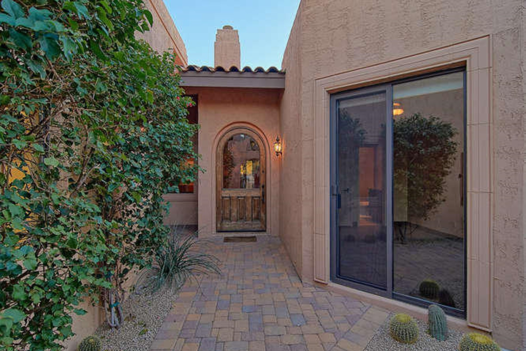 Single Family Home for Sale at Sweeping 10th fairway home with beautiful views 8633 E Paraiso Dr Scottsdale, Arizona, 85255 United States