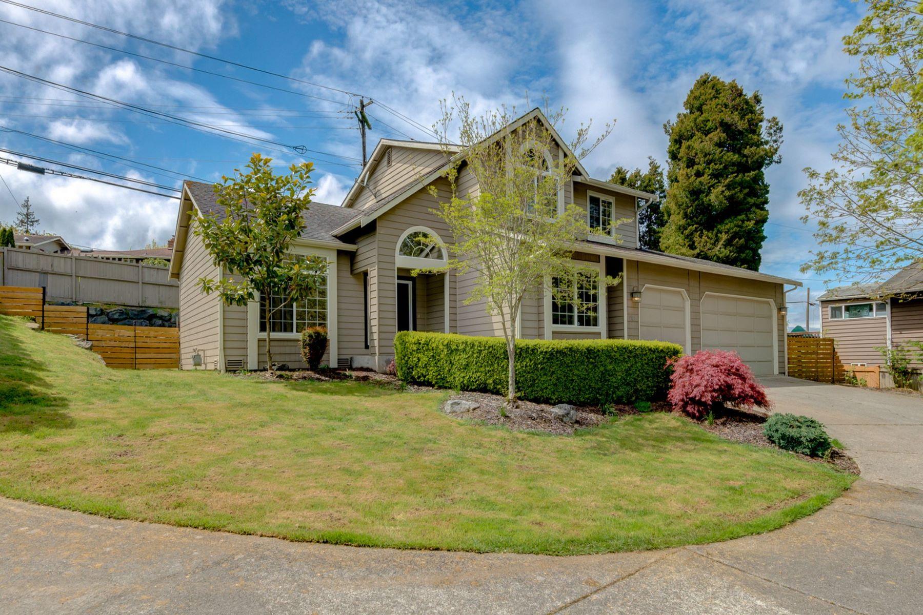 Maison unifamiliale pour l Vente à Stunning Everett Craftsman 1131 W Mukilteo Blvd Everett, Washington, 98203 États-Unis