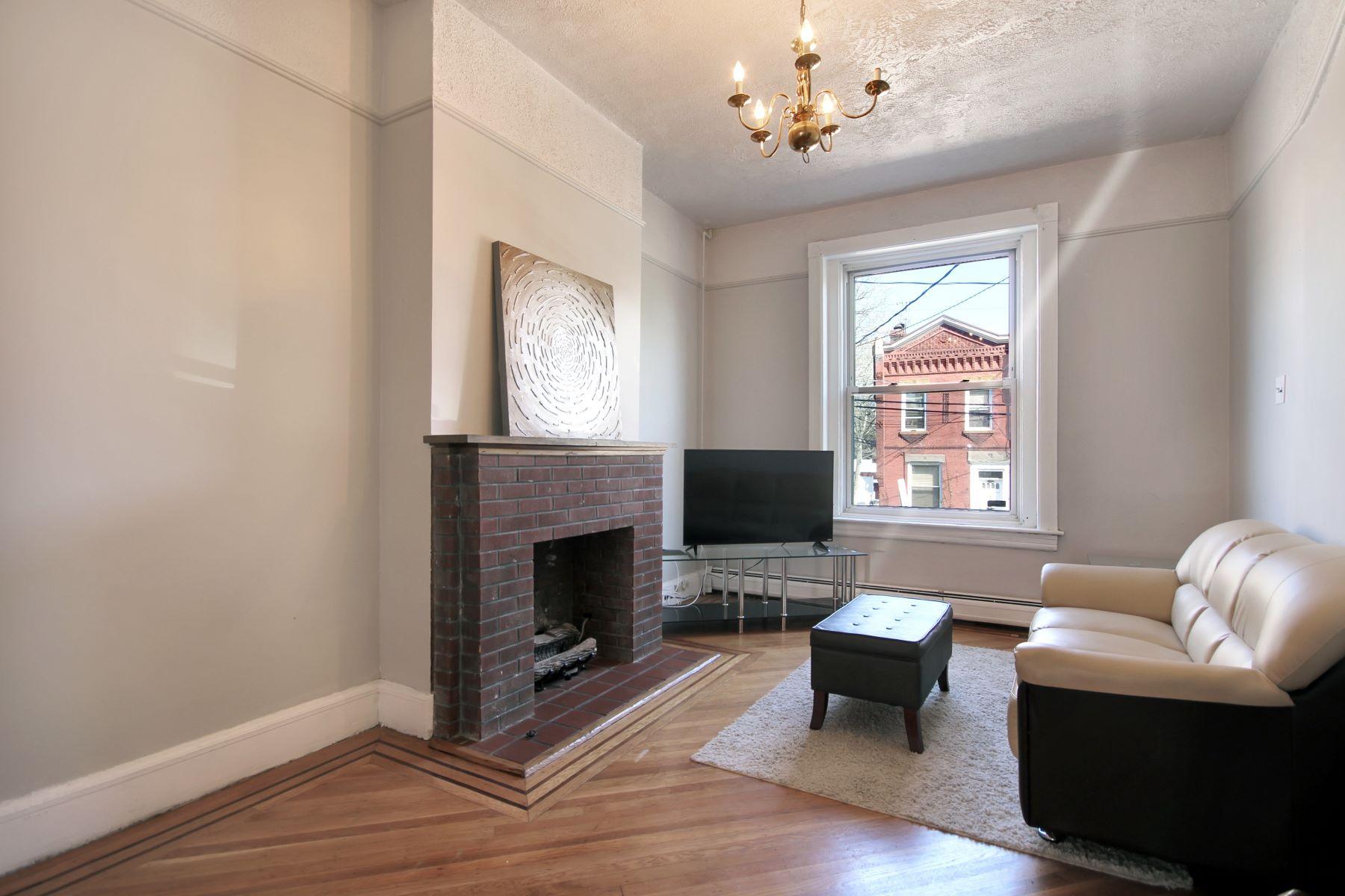独户住宅 为 销售 在 Brick Row Home 41 Park Street 泽西城, 新泽西州 07304 美国