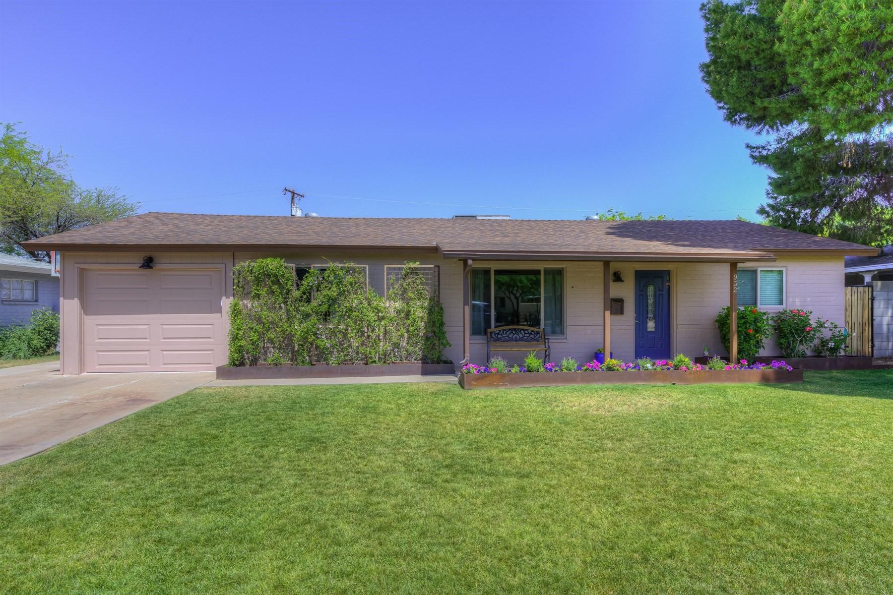 Частный односемейный дом для того Продажа на Cozy Central Corridor charmer located in Phoenix 932 E San Miguel Ave Phoenix, Аризона, 85014 Соединенные Штаты