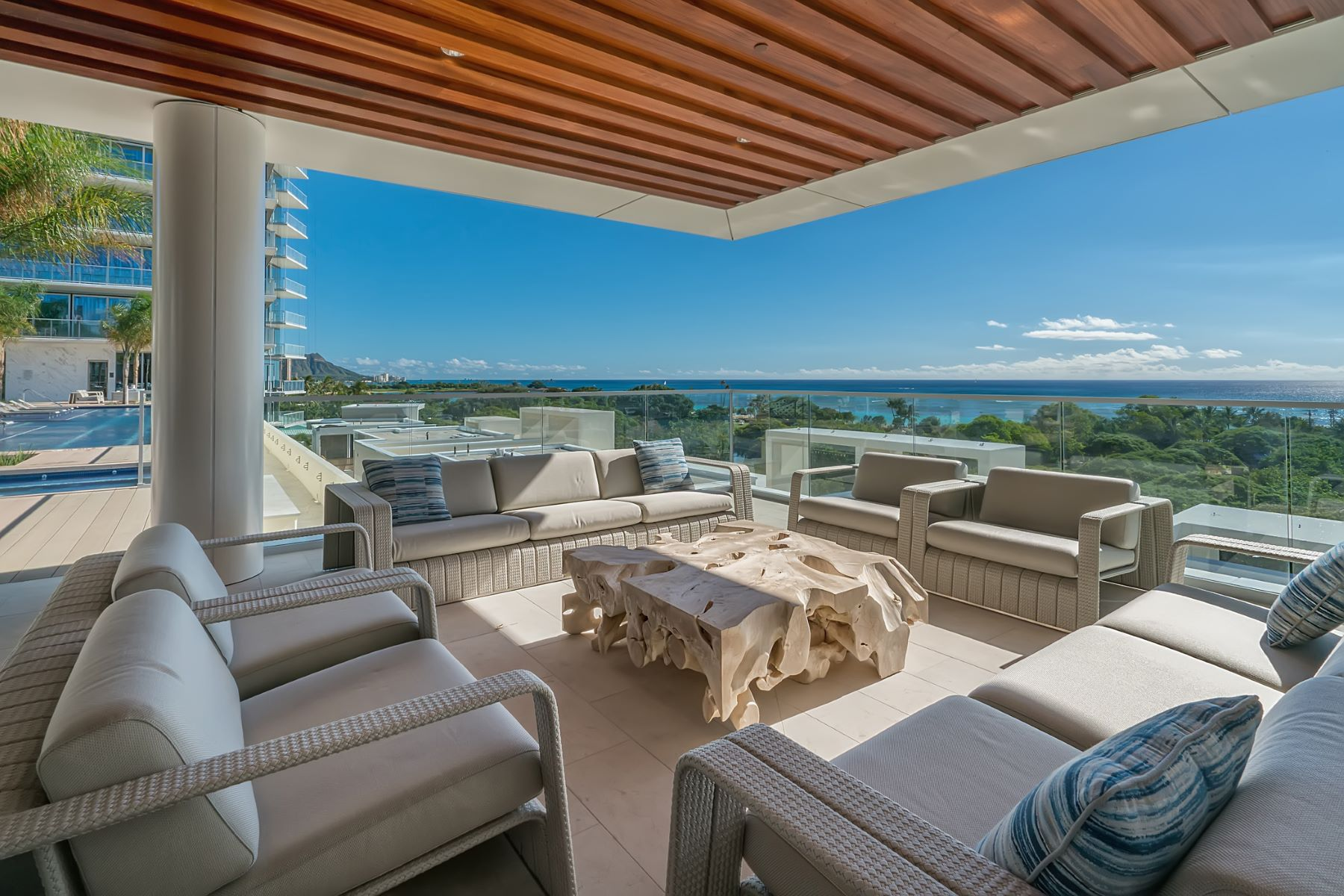 Additional photo for property listing at Sophisticated Urban Townhouse Villa 1118 Ala Moana Boulevard Villa #3 Honolulu, Hawaii 96814 United States