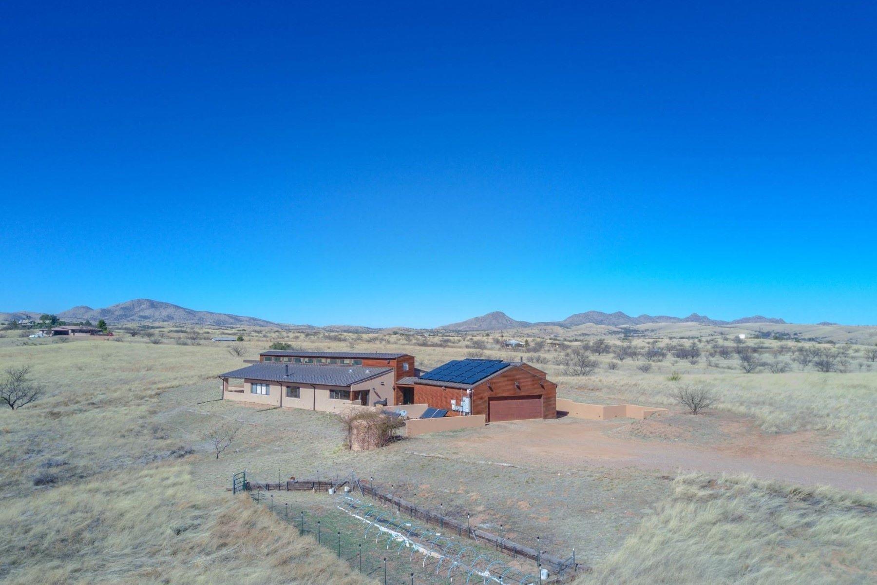 Maison unifamiliale pour l Vente à Beautiful Sonoita home in the rolling grasslands 13635 E Spring Buck Court Sonoita, Arizona, 85637 États-Unis