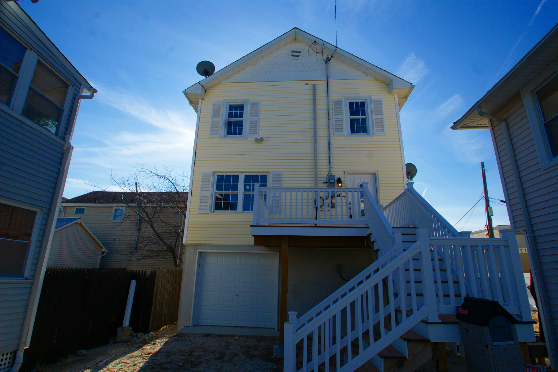 Casa Unifamiliar por un Venta en Exceptional Remodeled Raised Home 217 Webster Avenue Seaside Heights, Nueva Jersey 08751 Estados Unidos