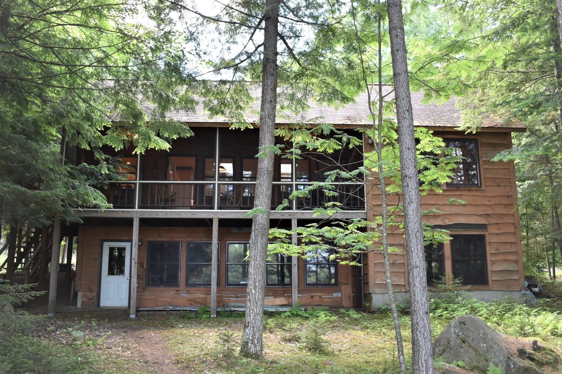 Single Family Homes för Försäljning vid Charming Lake Eaton Cabin 156 Beecher Park Way, Long Lake, New York 12847 Förenta staterna