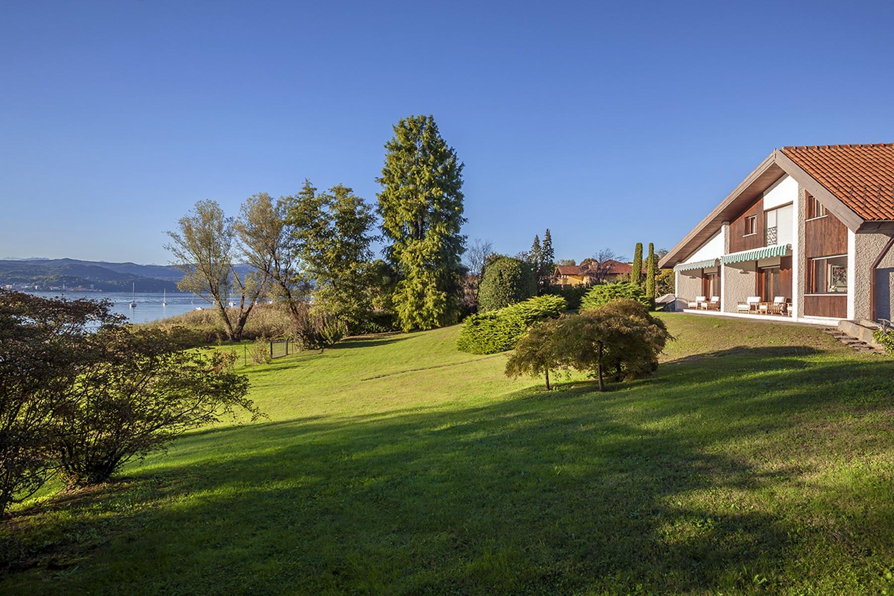 Villa per Vendita alle ore Splendida villa pied dans l'eau sulle sponde del Lago Maggiore Via Sara Other Varese, Varese 21018 Italia