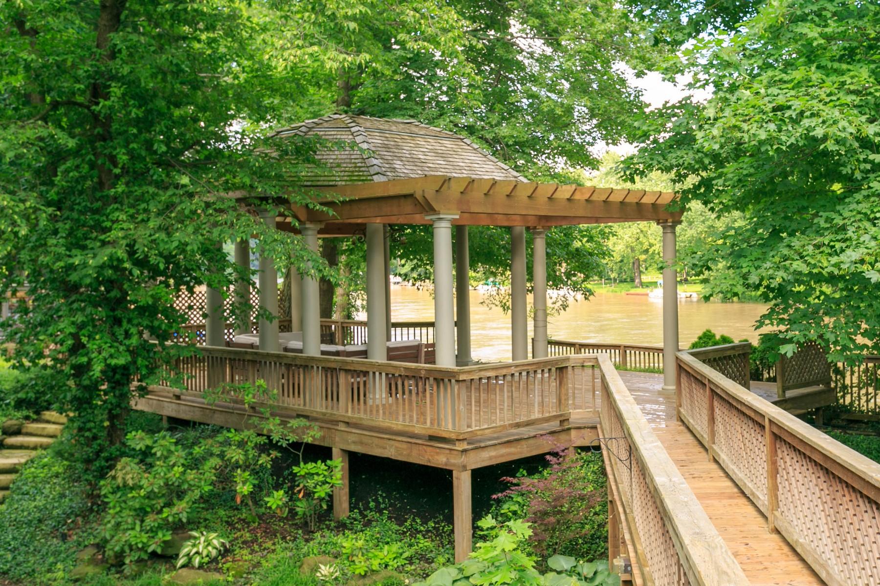 Single Family Homes por un Venta en Luxury Riverfront Living 7545 Edgewater Drive Indianapolis, Indiana 46240 Estados Unidos