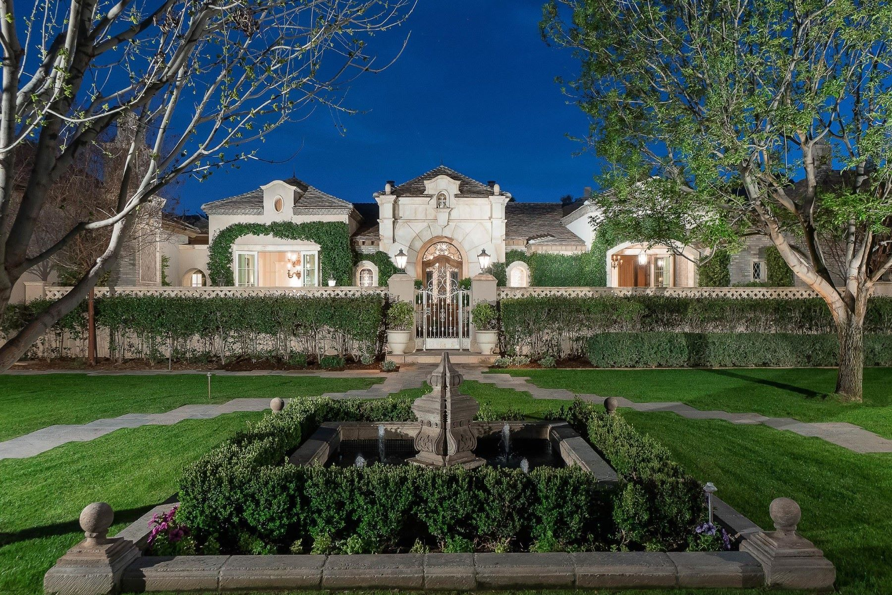 Casa Unifamiliar por un Venta en Breathtaking European inspired timeless masterpiece 6121 E ORCHID LN Paradise Valley, Arizona, 85253 Estados Unidos