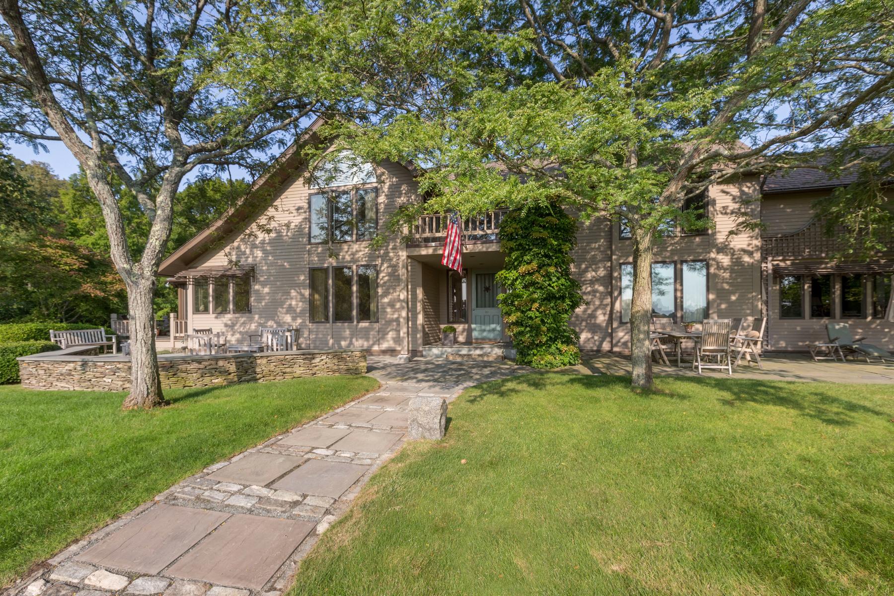 独户住宅 为 销售 在 Overlooking Picturesque Salt Marshes 20 Ocean Street 曼彻斯特, 马萨诸塞州, 01944 美国